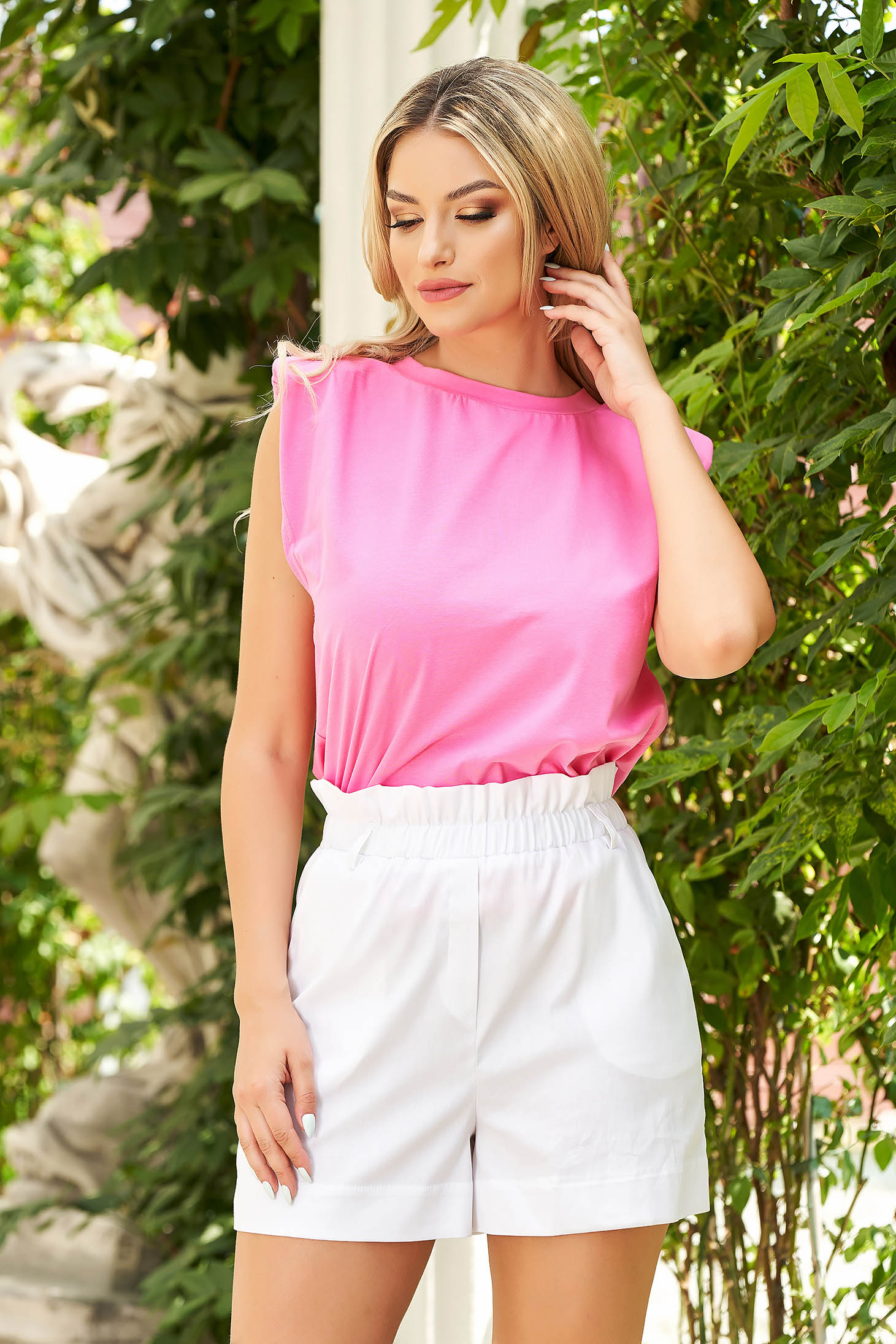 Pink top shirt with easy cut with padded shoulders thin fabric