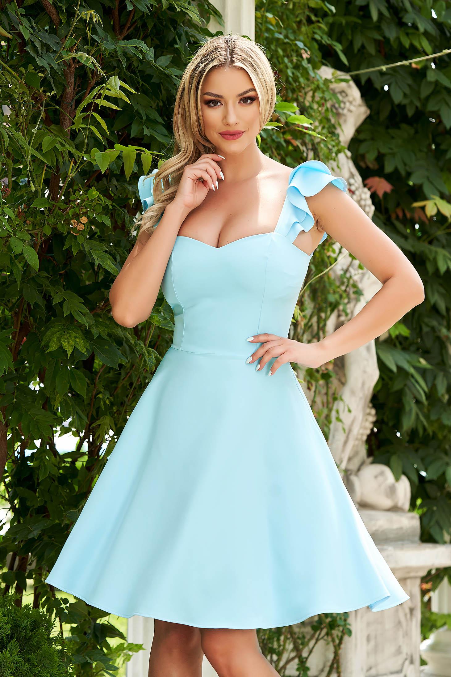 Rochie StarShinerS albastru-deschis eleganta scurta din stofa subtire cu volanase