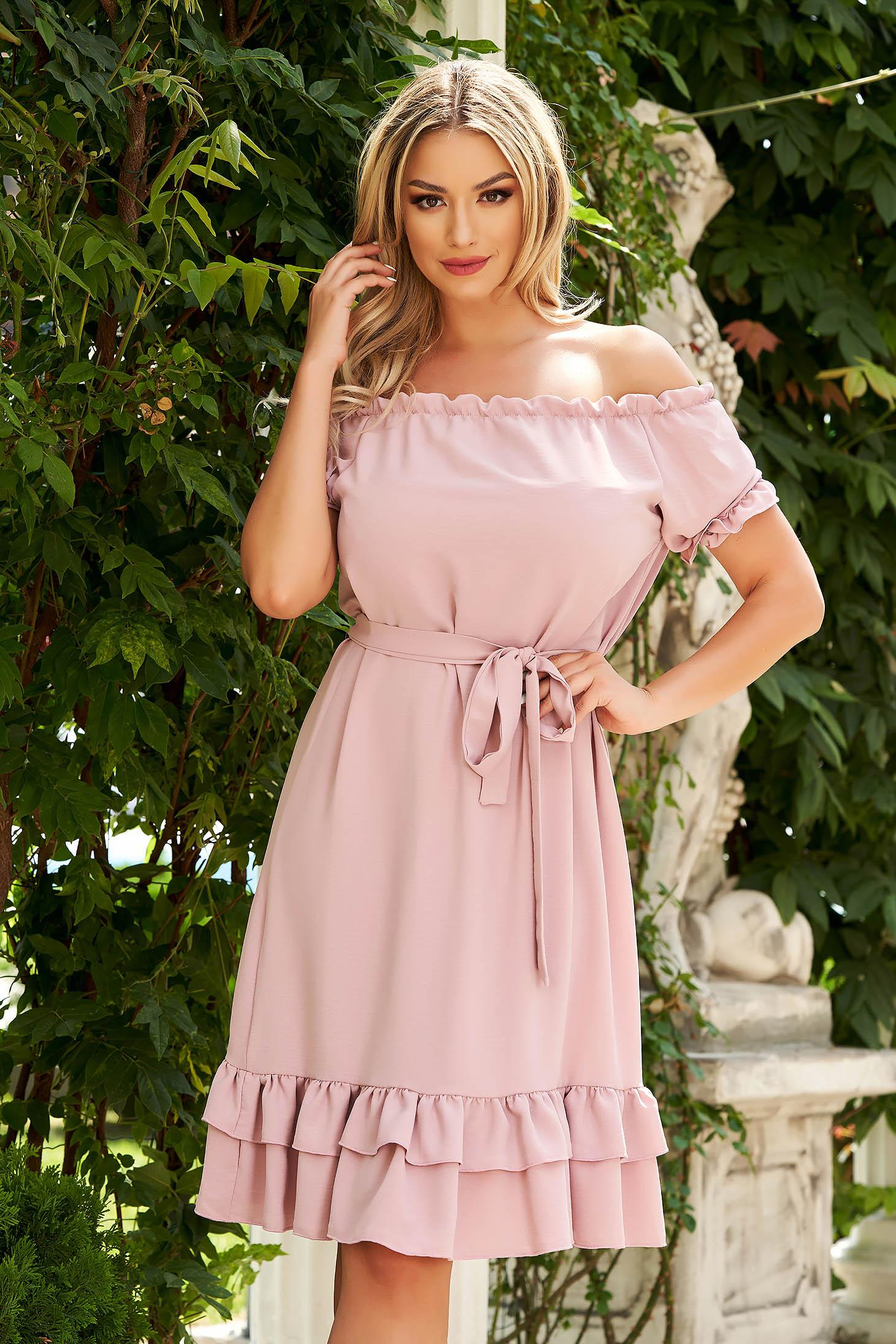 Rochie roz prafuit midi de zi din material vaporos cu croi larg si umeri goi