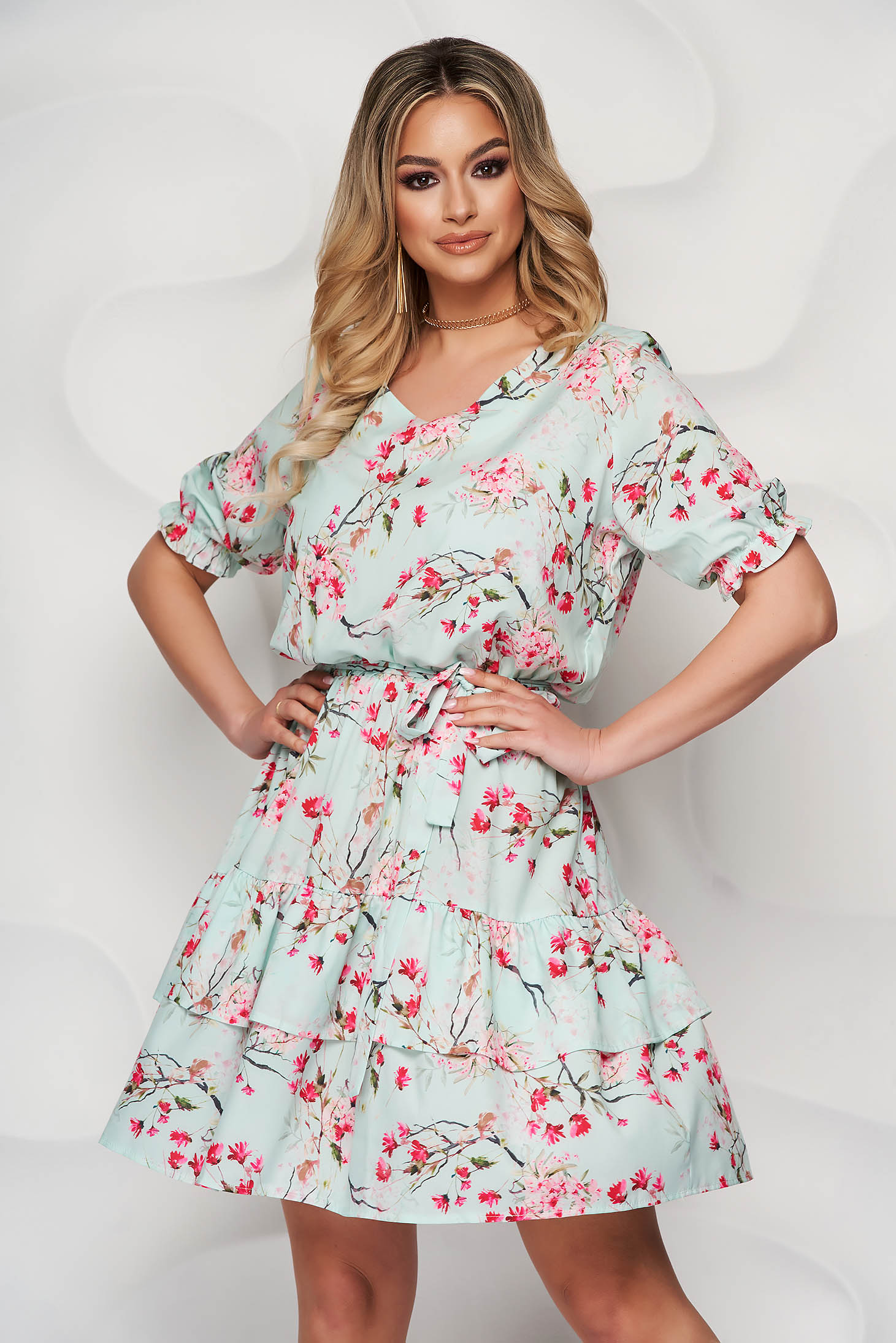 StarShinerS lightgreen dress daily with v-neckline short sleeves with ruffles at the buttom of the dress airy fabric