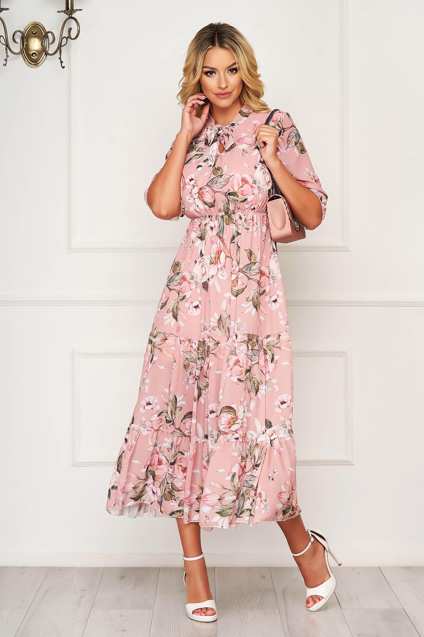 Rochie piersica lunga de zi din material vaporos in clos cu volanase la baza rochiei