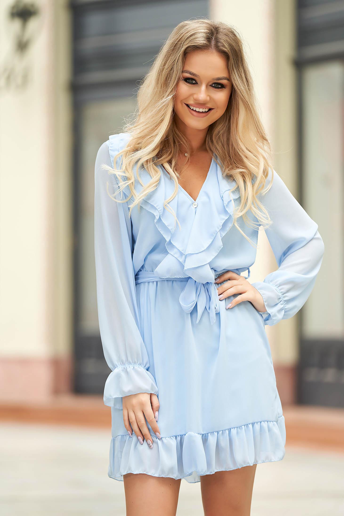 Rochie albastru-deschis eleganta scurta din voal in clos cu volanase