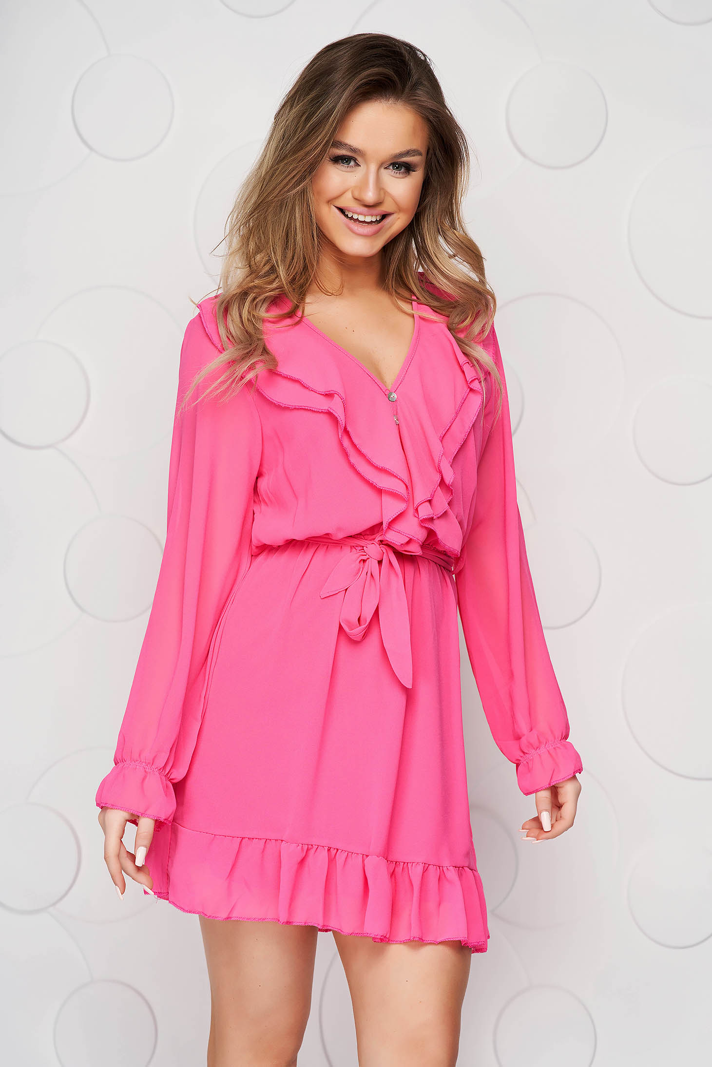 Fukszia rövid elegáns ruha muszlinból fodrok a ruha alján harang alakú gumirozott derékrésszel