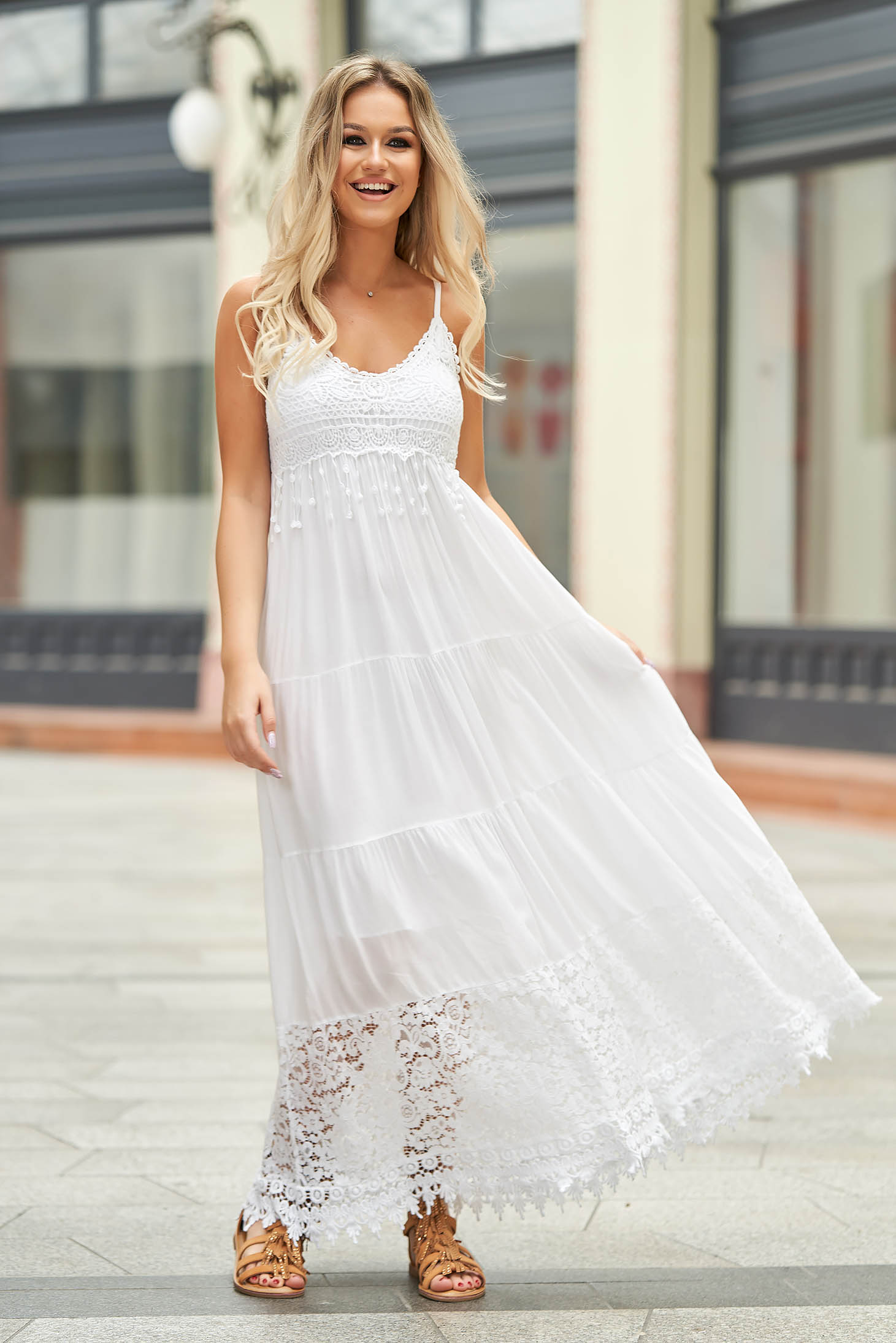 White dress long daily with easy cut airy fabric with push-up cups