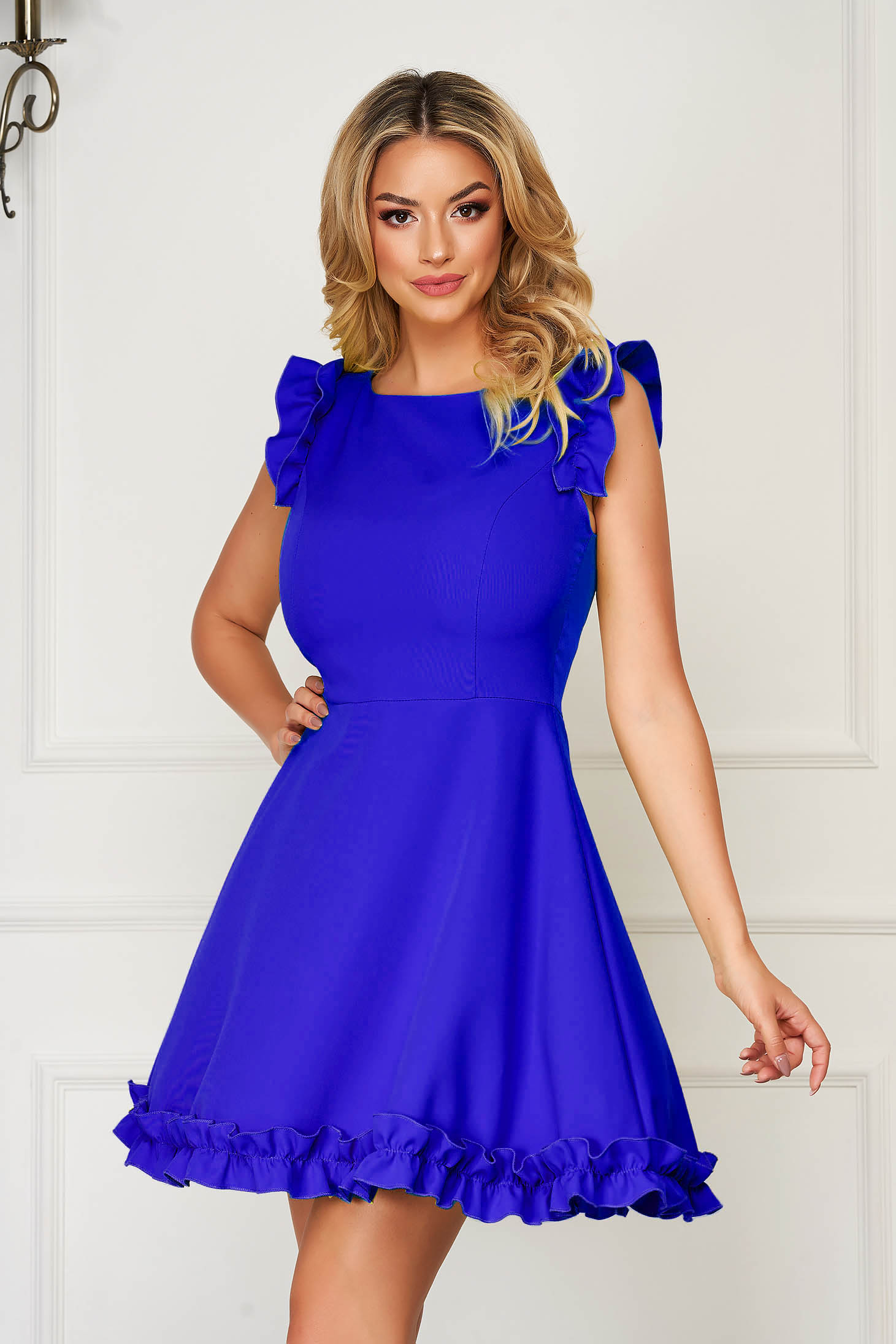 Rochie albastra eleganta scurta din stofa cu volanase la maneca