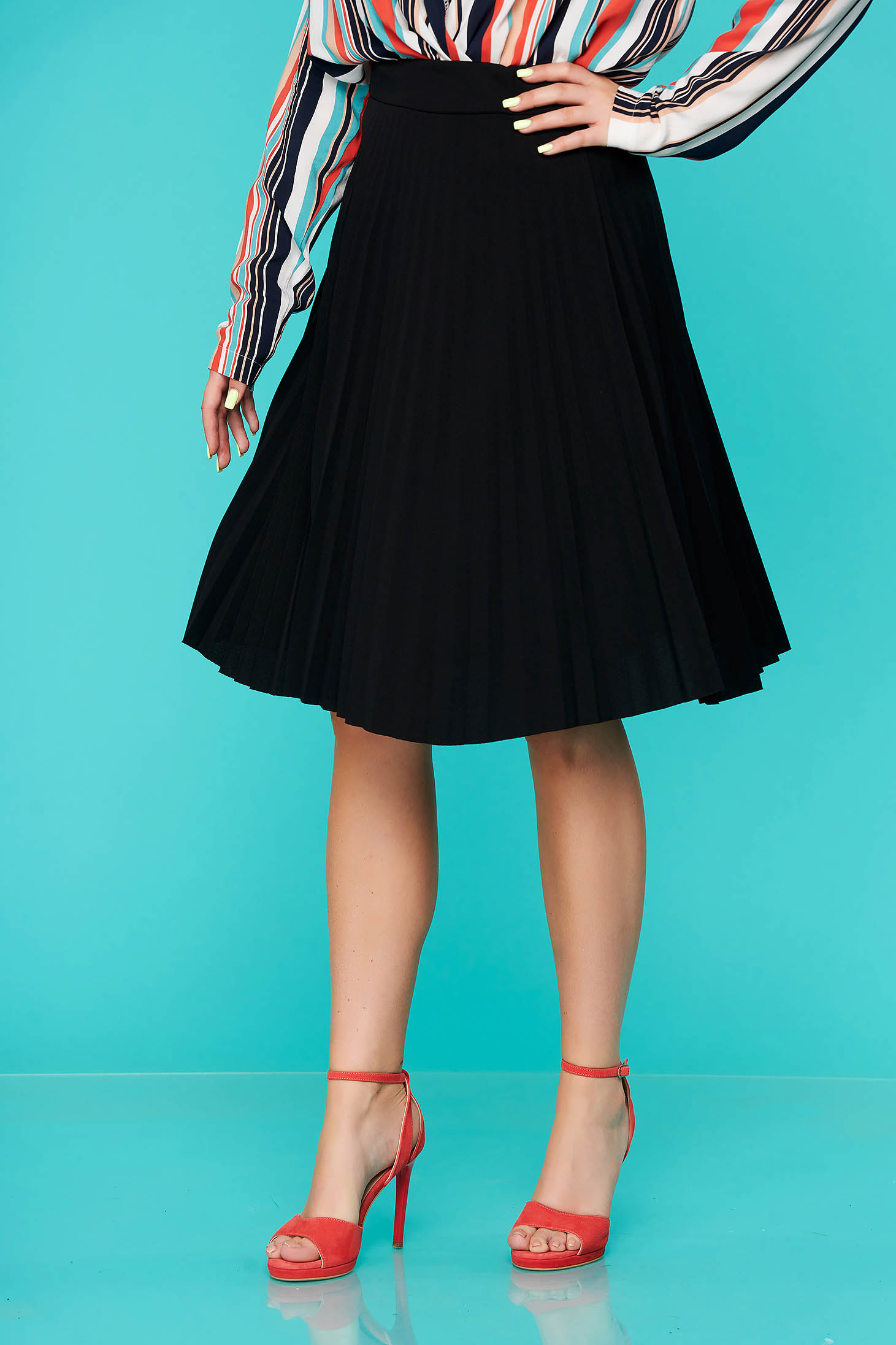 Black skirt midi cloche from elastic fabric folded up