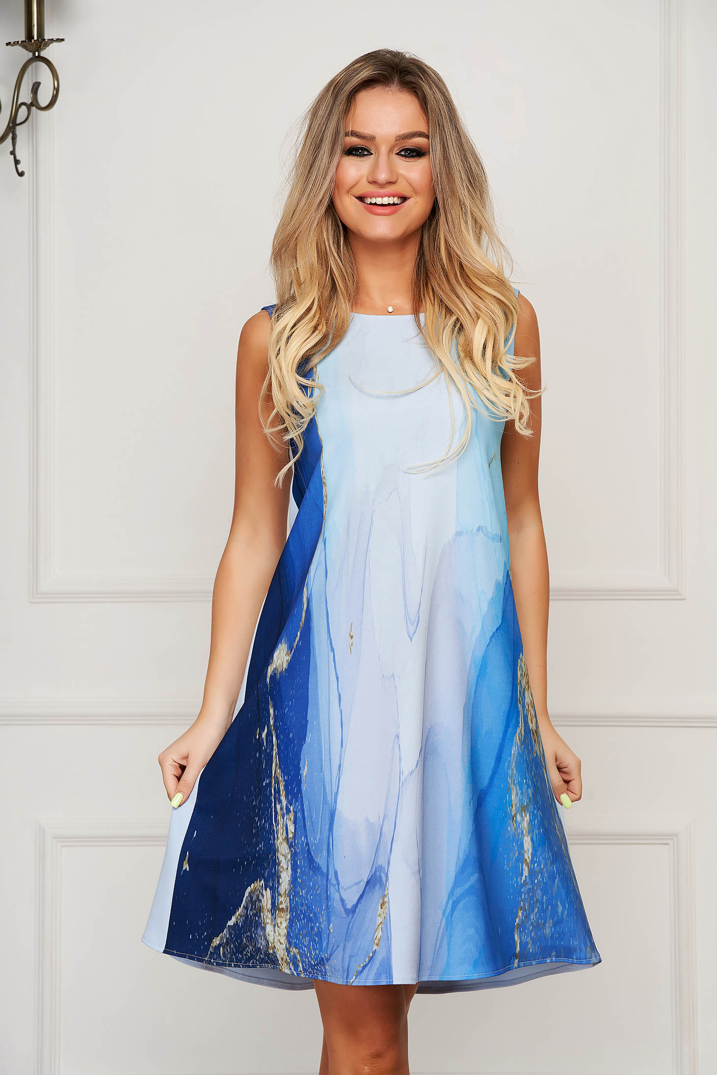 Rochie StarShinerS albastra-deschis de zi scurta cu croi larg din stofa subtire usor elastica