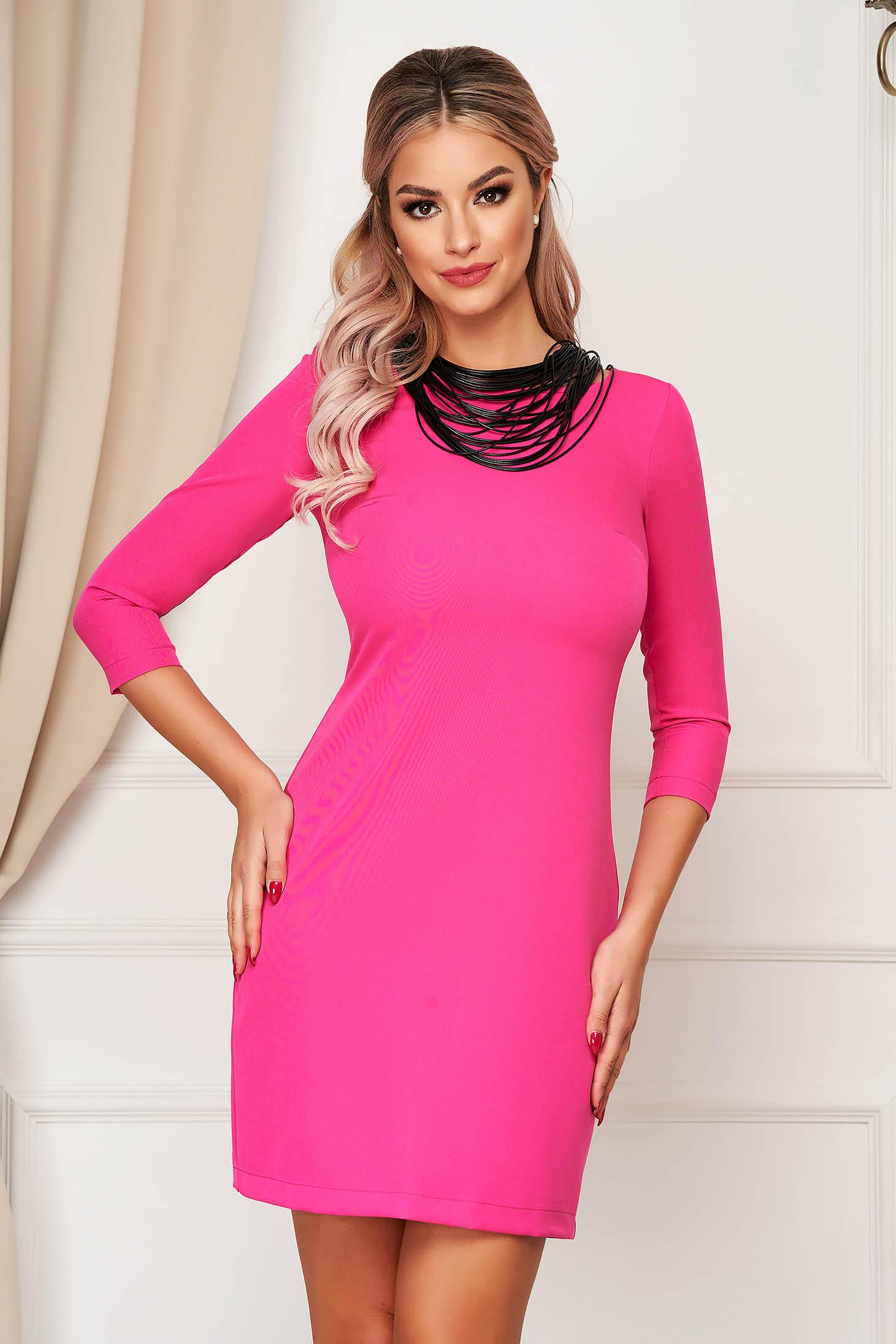 Rochie StarShinerS roz eleganta scurta cu un croi drept din stofa usor elastica
