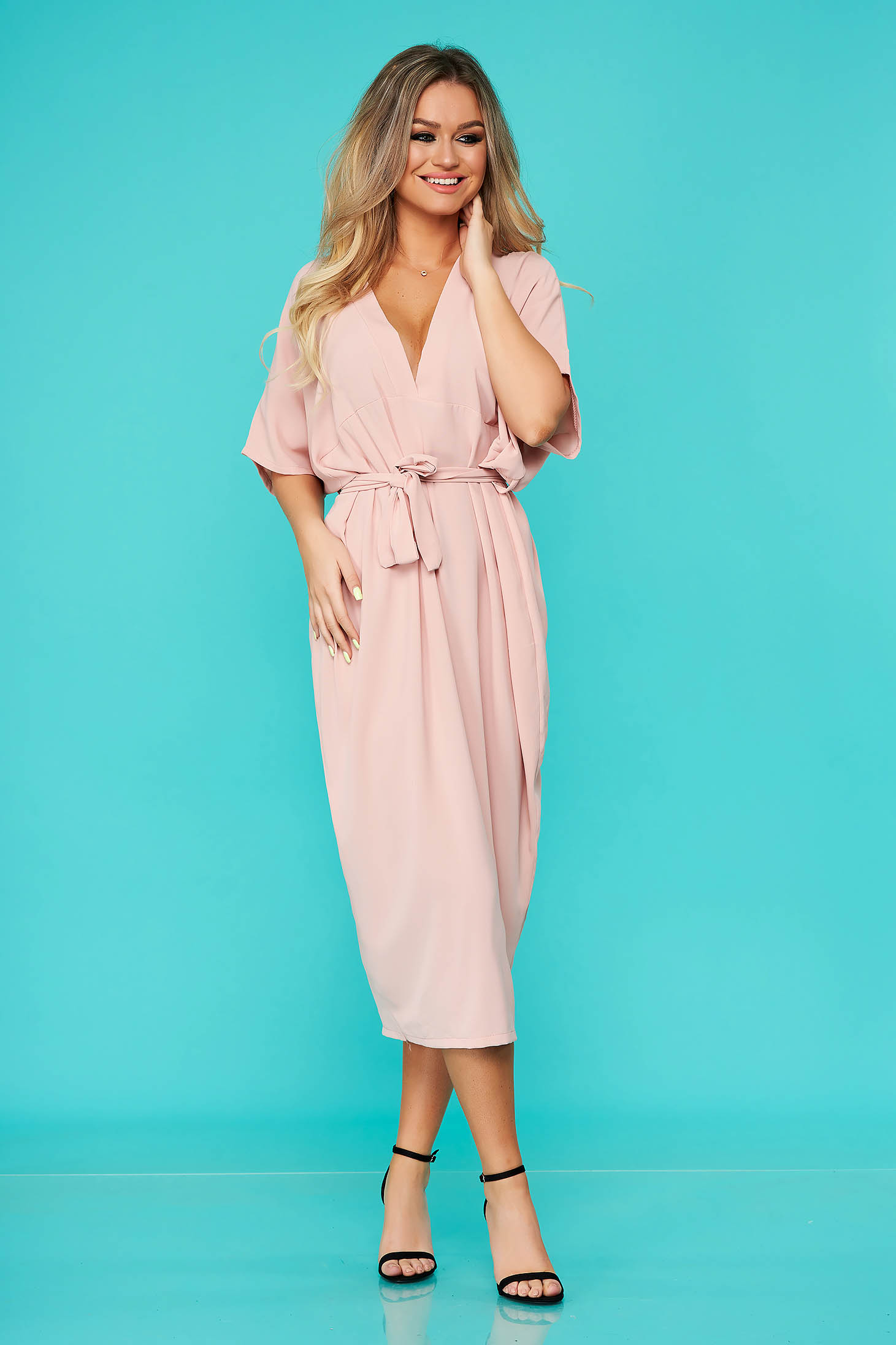 Lightpink dress daily midi flared with v-neckline accessorized with tied waistband