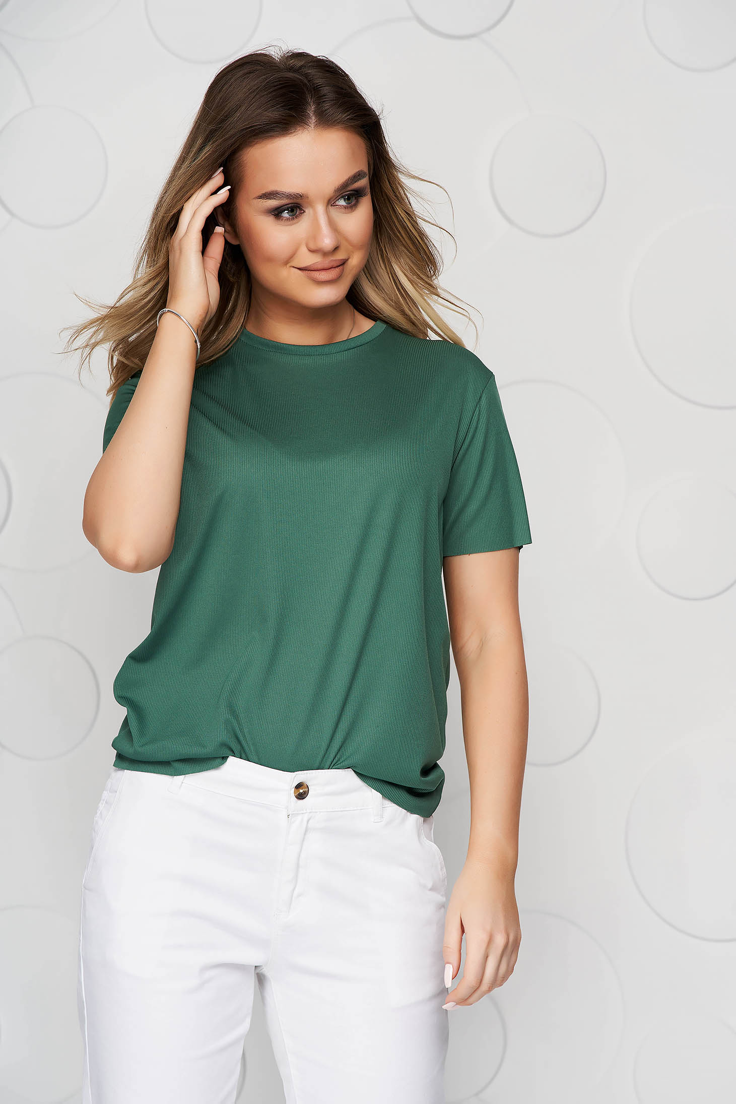 Darkgreen t-shirt casual with tented cut short sleeves