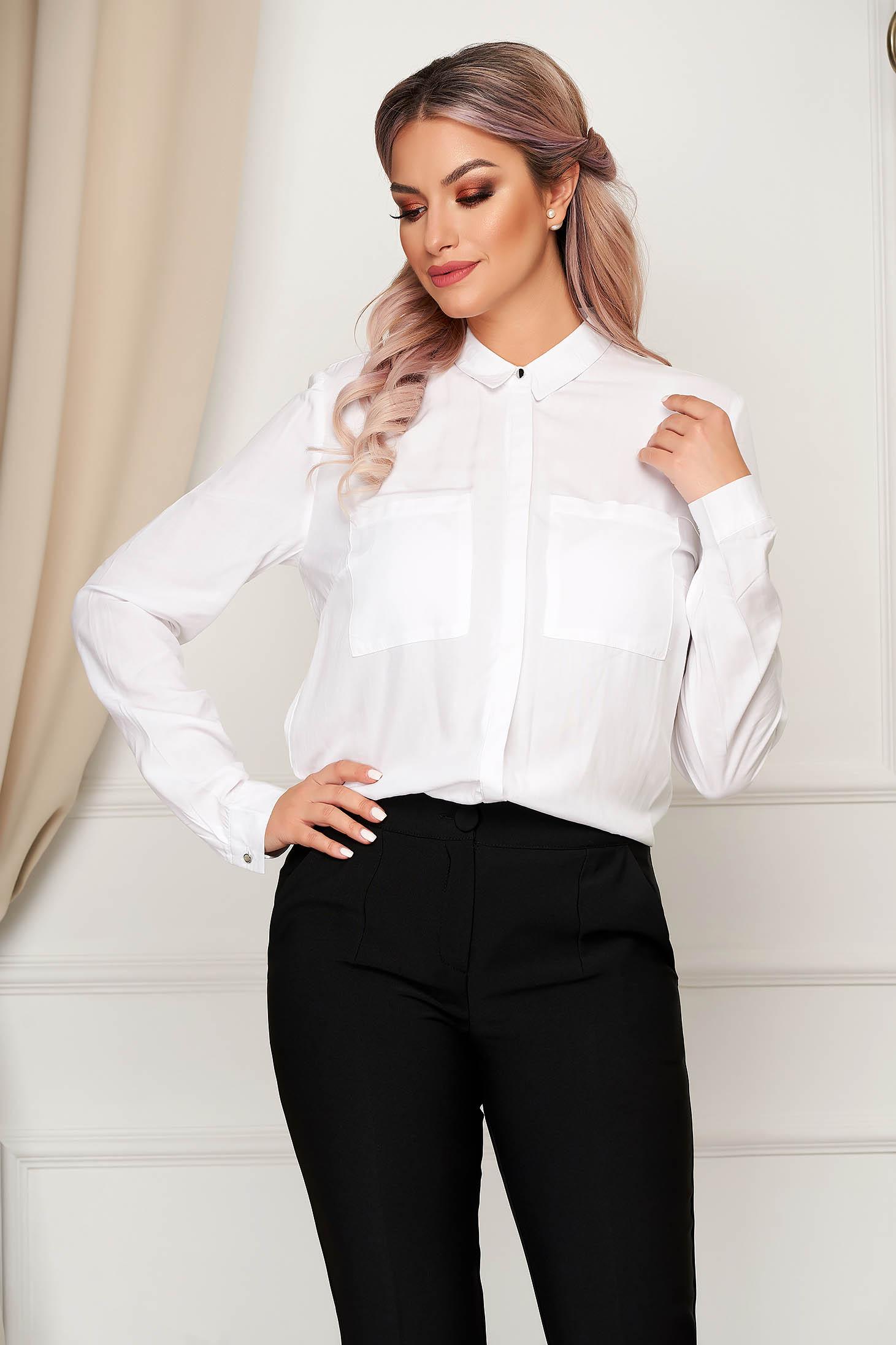 Fehér bő szabású női ing hosszú ujjakkal szellős anyagból
