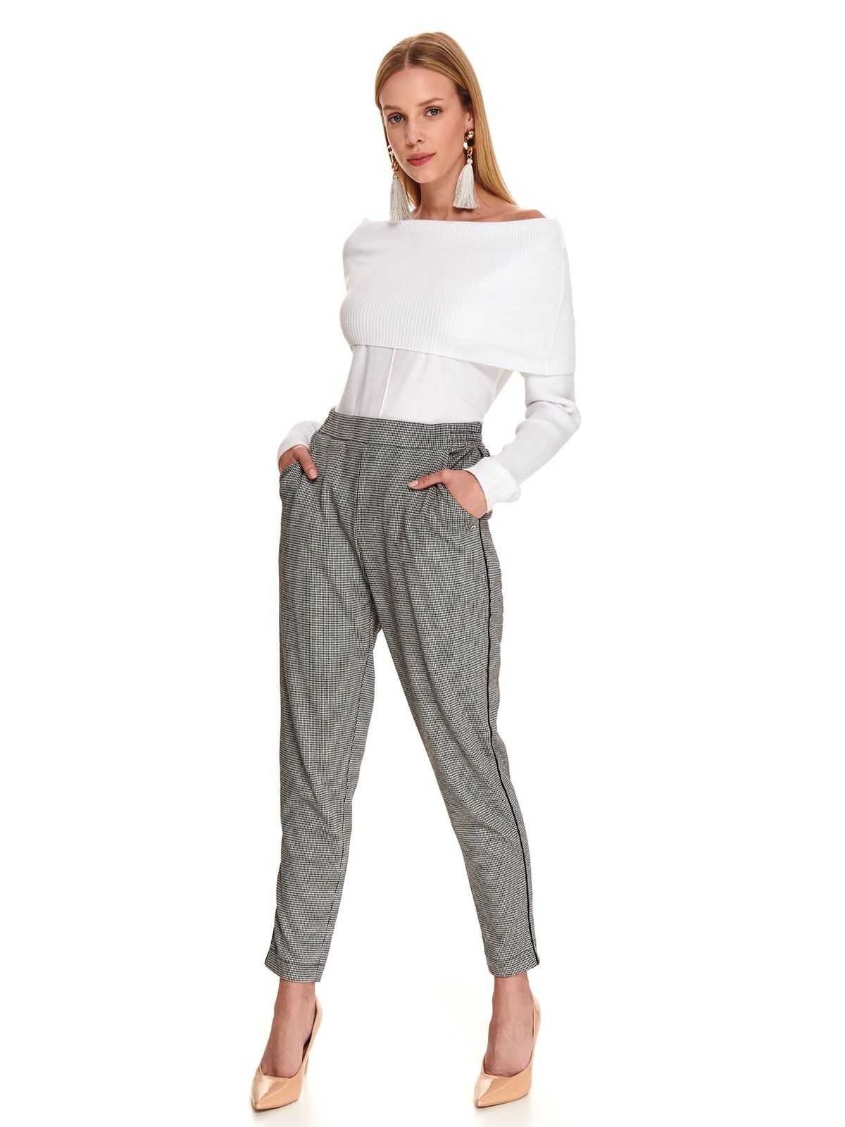 Fehér casual szűk szabású pulóver hosszú ujjakkal vékony anyagból