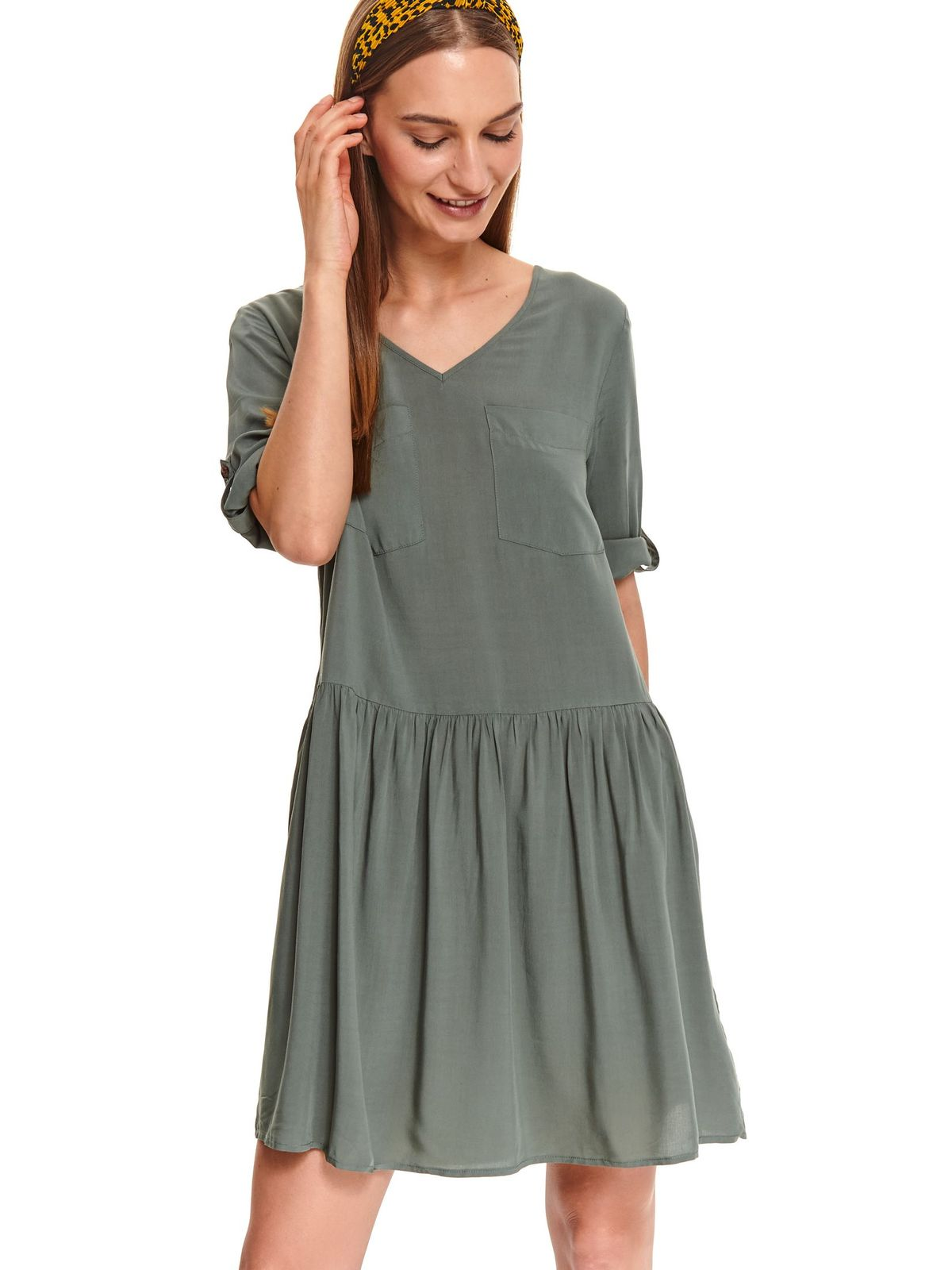 Green dress daily short cut flared with v-neckline airy fabric