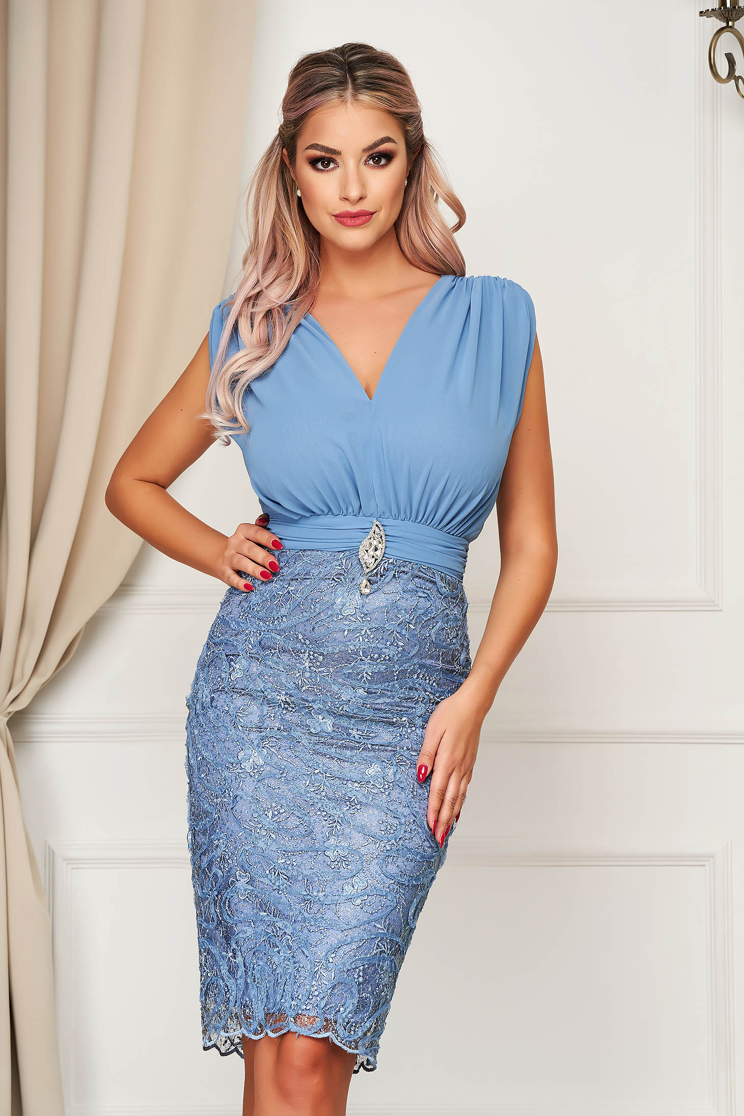 Dress blue occasional midi pencil with v-neckline voile fabric from laced fabric