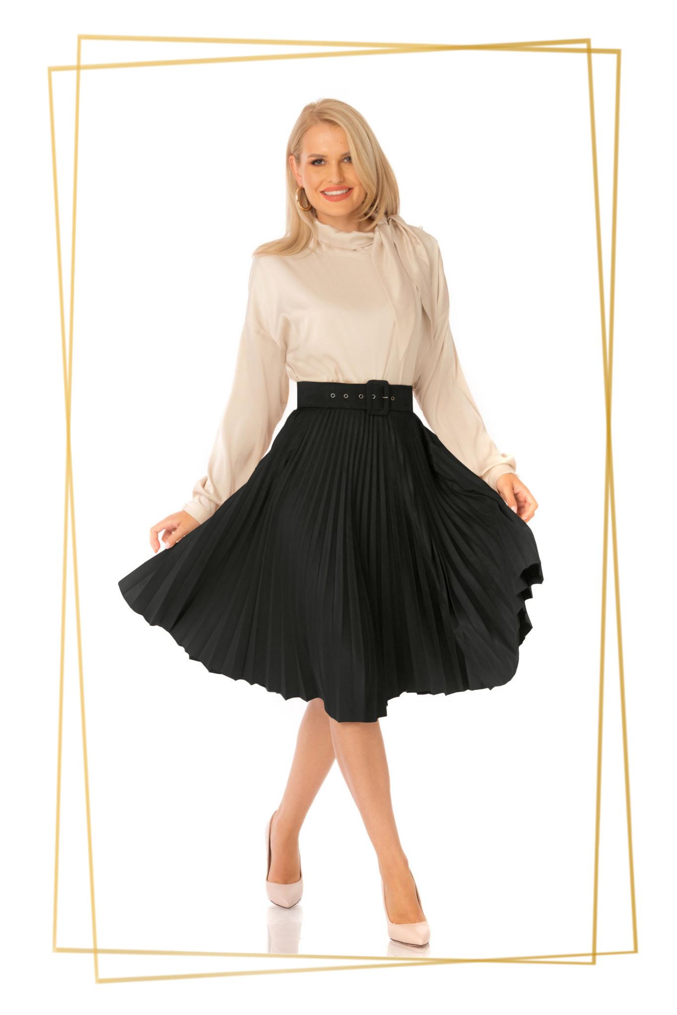 Fusta PrettyGirl neagra eleganta plisata in clos cu talie inalta cu accesoriu tip curea