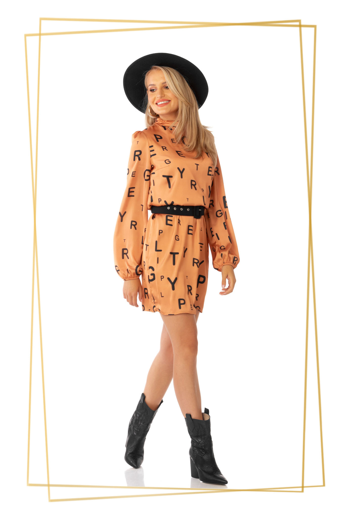 Narancssárga hétköznapi rövid egyenes ruha öv típusú kiegészítővel vékony anyagból grafikai díszítéssel