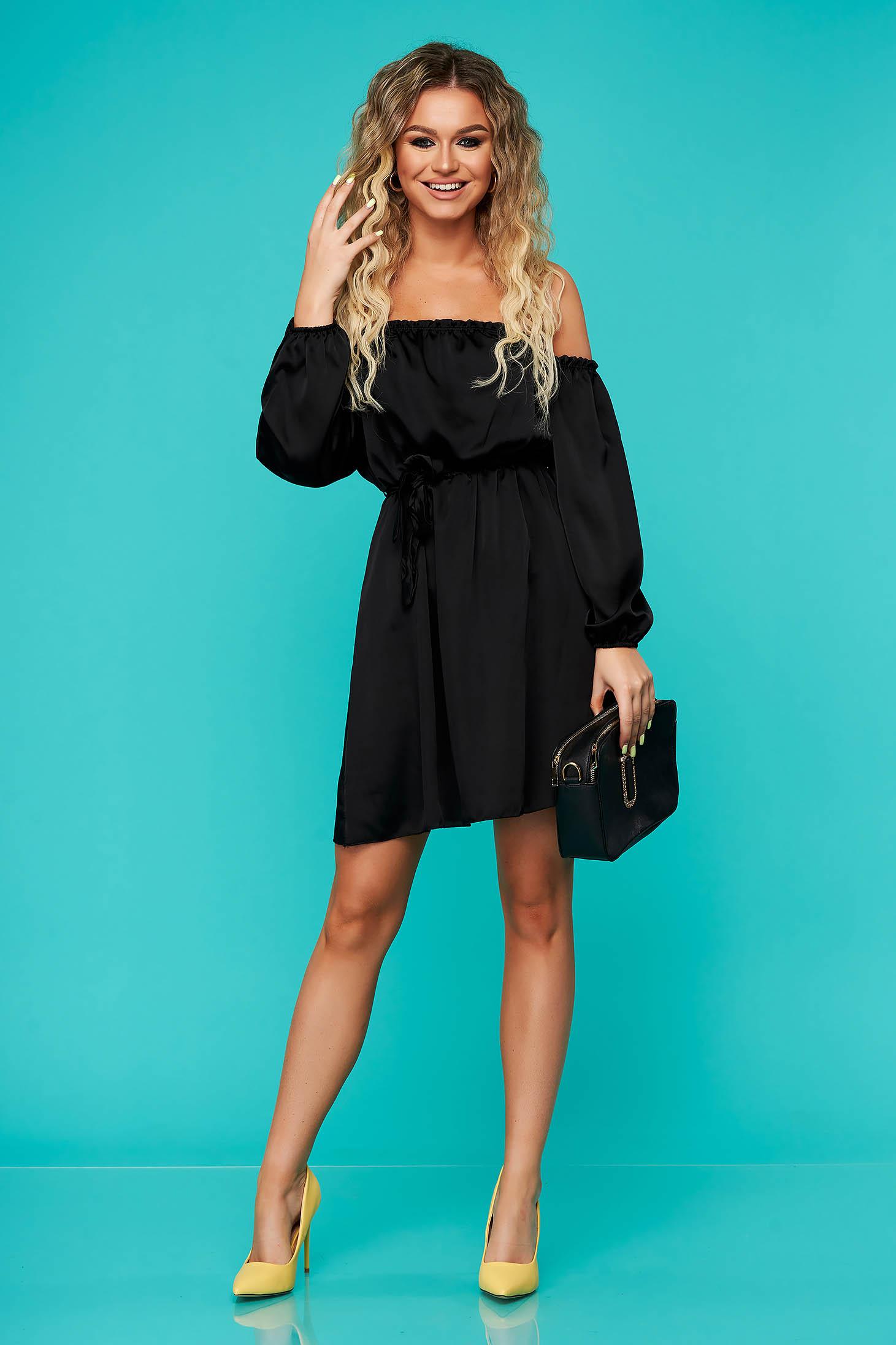 Rochie SunShine neagra eleganta clos cu elastic in talie cu umeri goi accesorizata cu cordon din material satinat