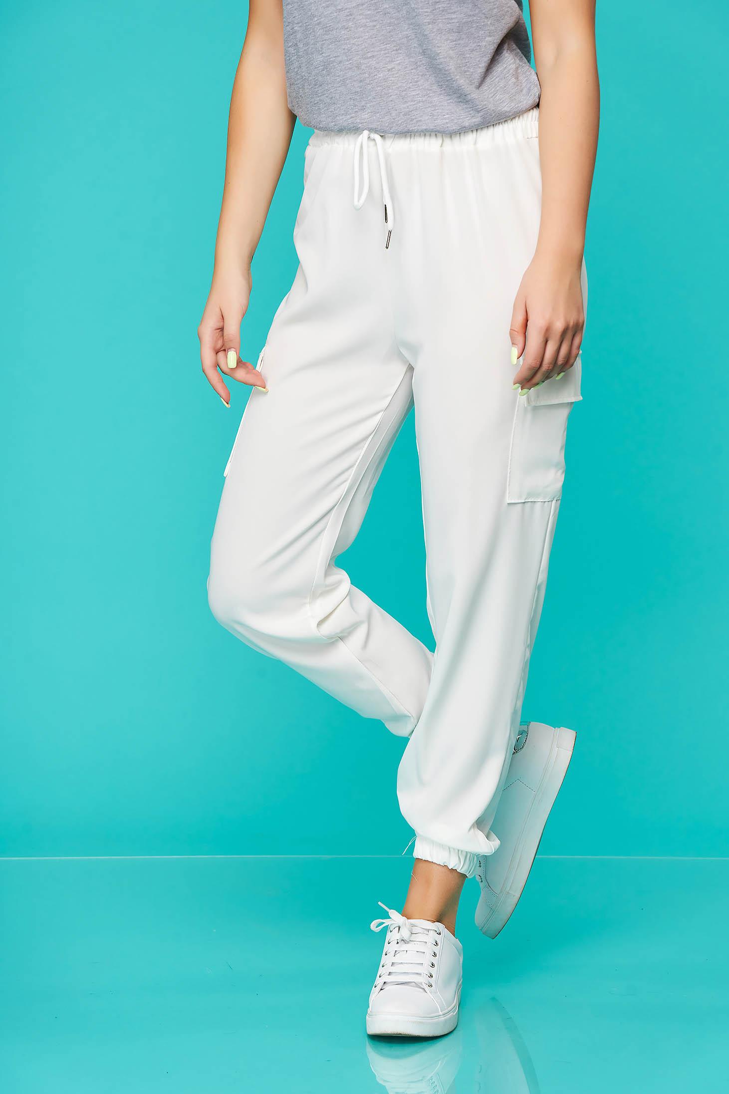 Pantaloni SunShine albi casual cu talie medie cu elastic in talie accesorizati cu snur din material subtire