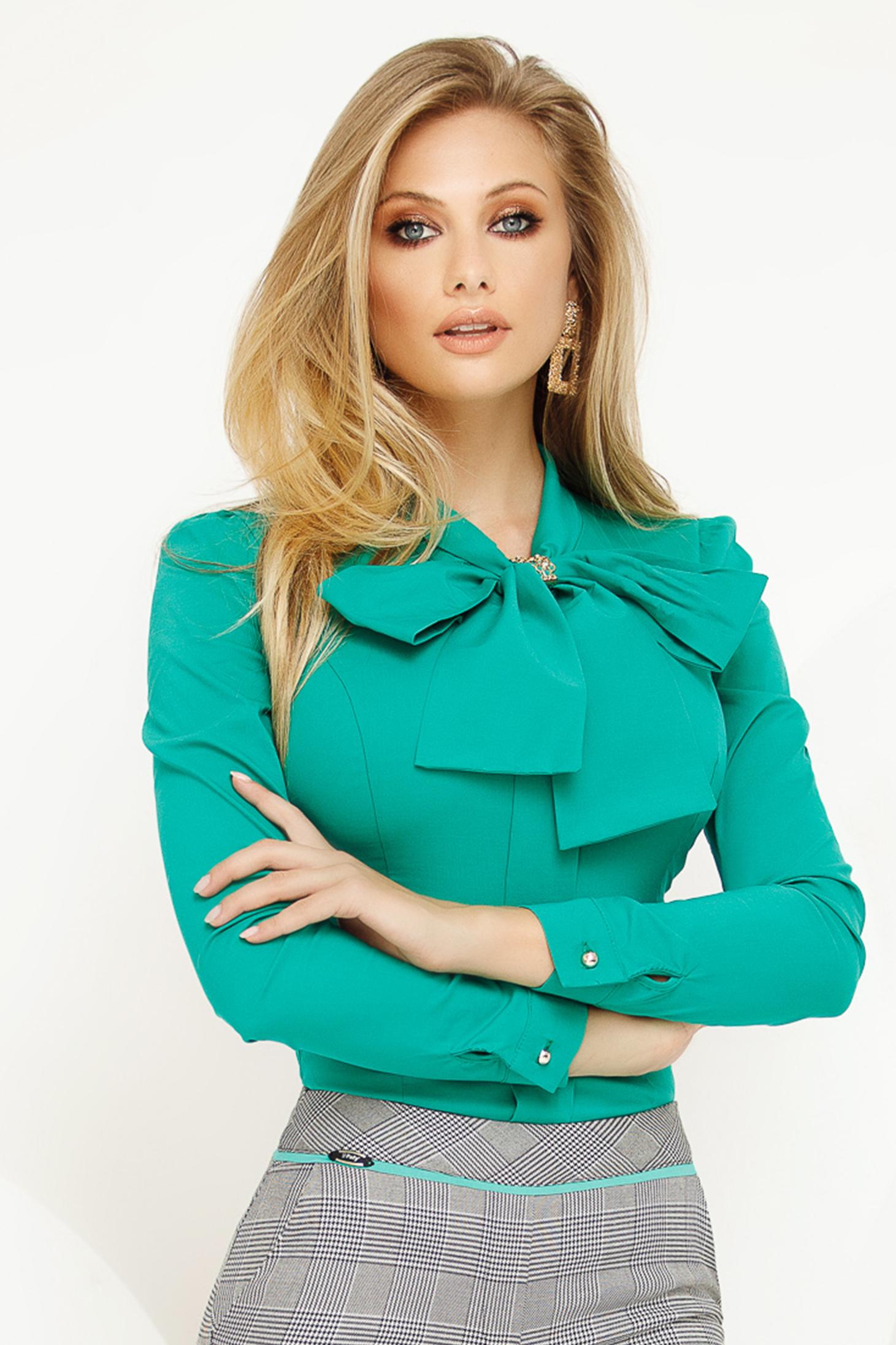 Camasa dama Fofy verde office din bumbac usor elastic cu un croi mulat si fundita