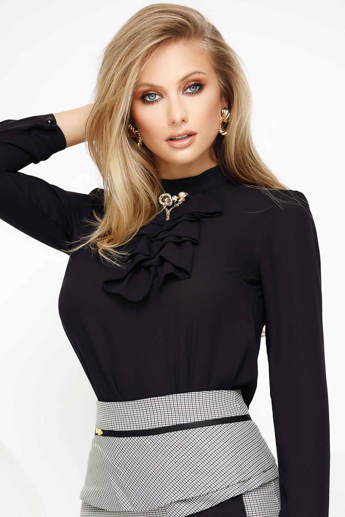Bluza dama Fofy neagra eleganta din voal cu accesoriu metalic guler cu volanase