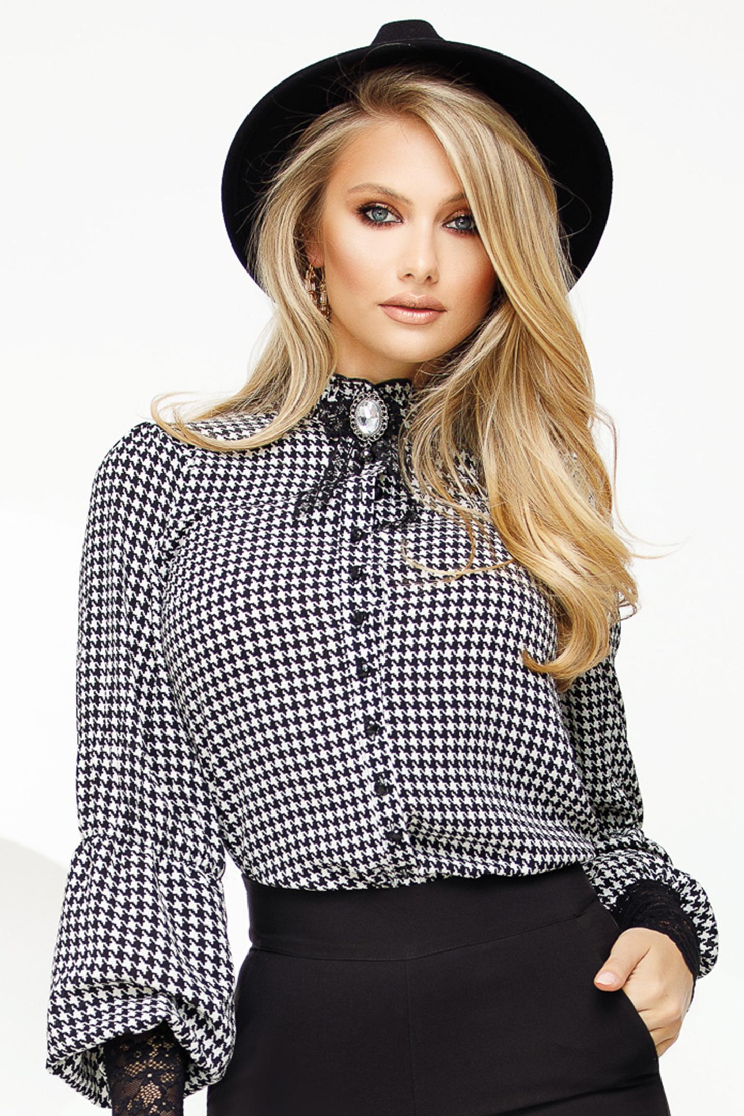Bluza dama Fofy neagra eleganta cu croi larg din voal cu aplicatii de dantela accesorizata cu brosa