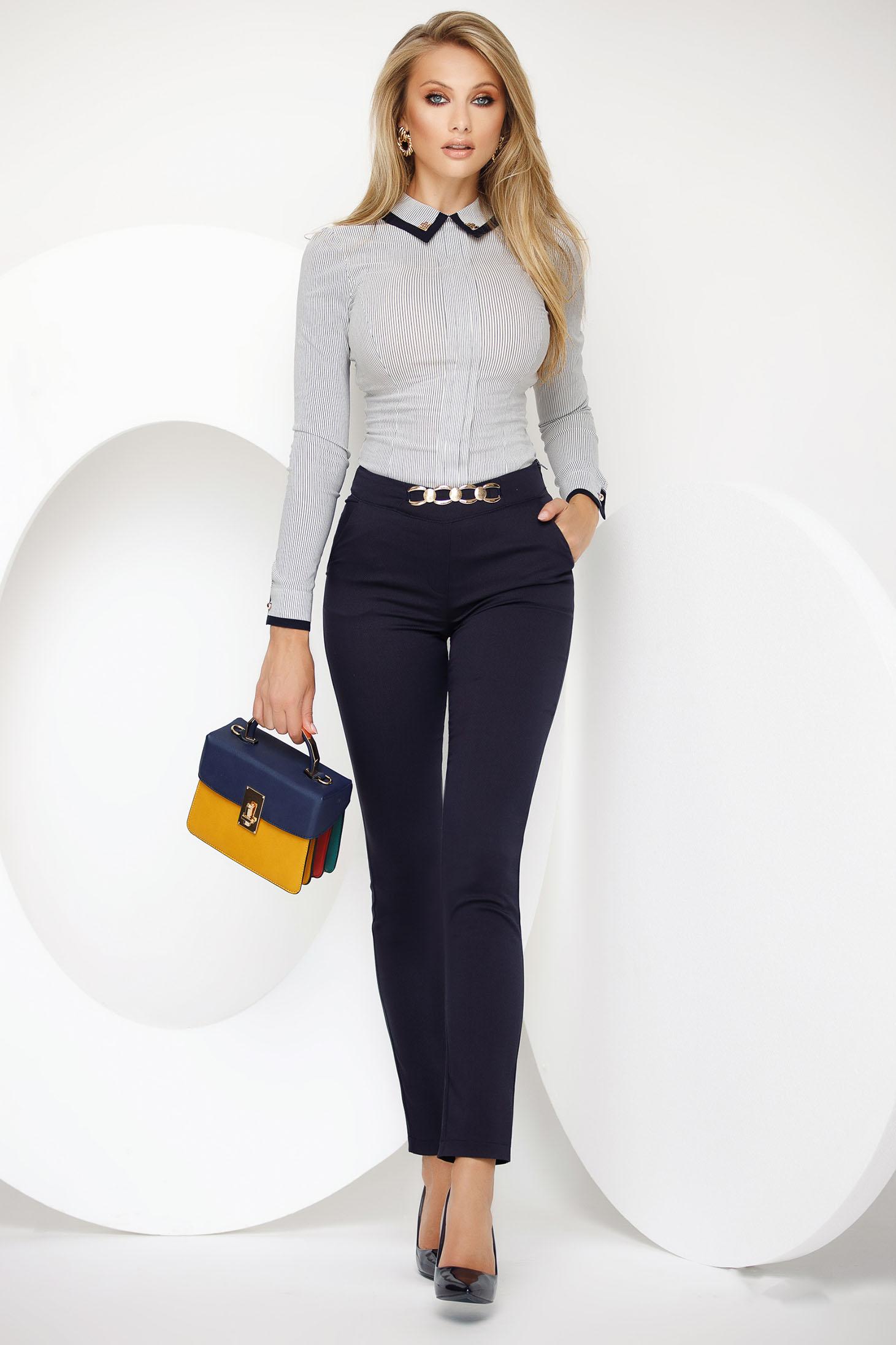 Pantaloni Fofy albastru-inchis office conici cu talie medie cu accesoriu metalic din stofa usor elastica