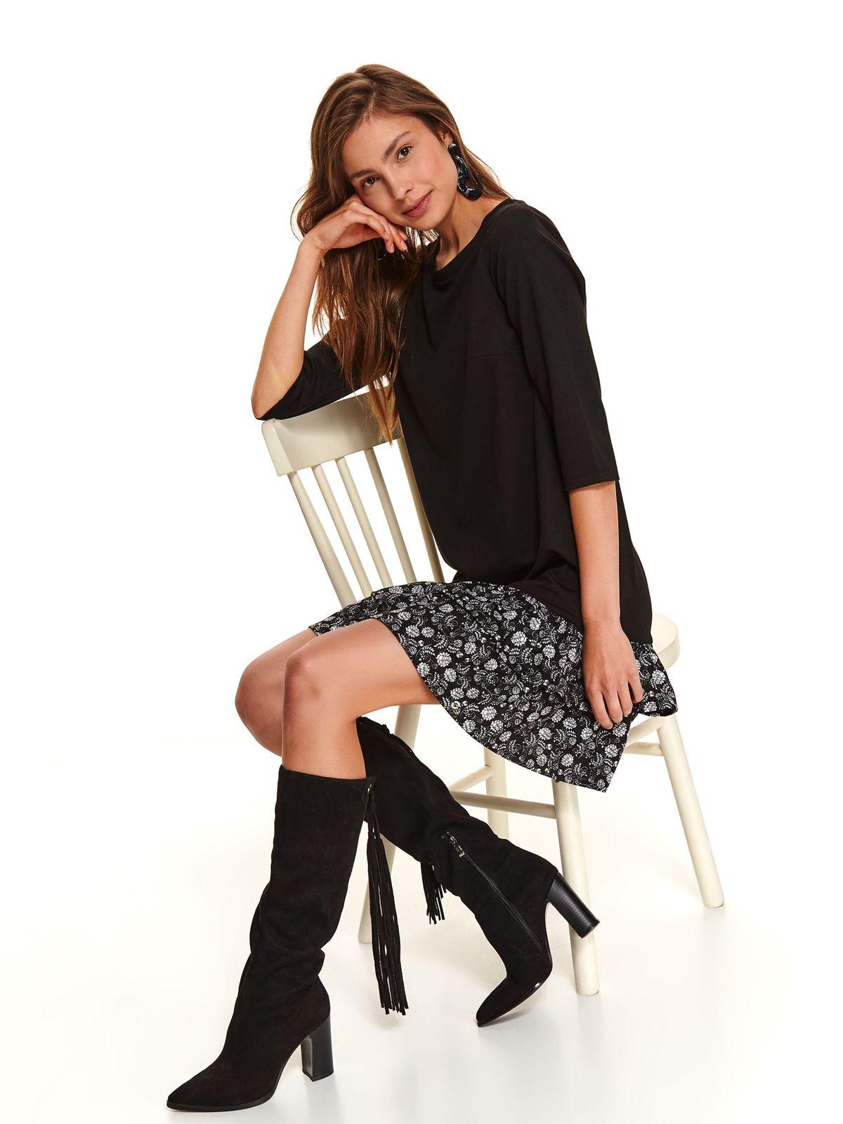 Fekete hétköznapi rövid ruha egyenes szabás fodrokkal a ruha alján