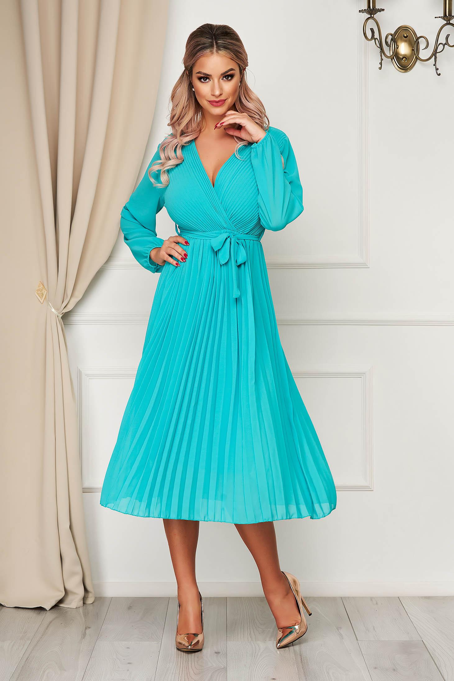 Rochie StarShinerS turcoaz eleganta midi clos cu elastic in talie cu decolteu din voal