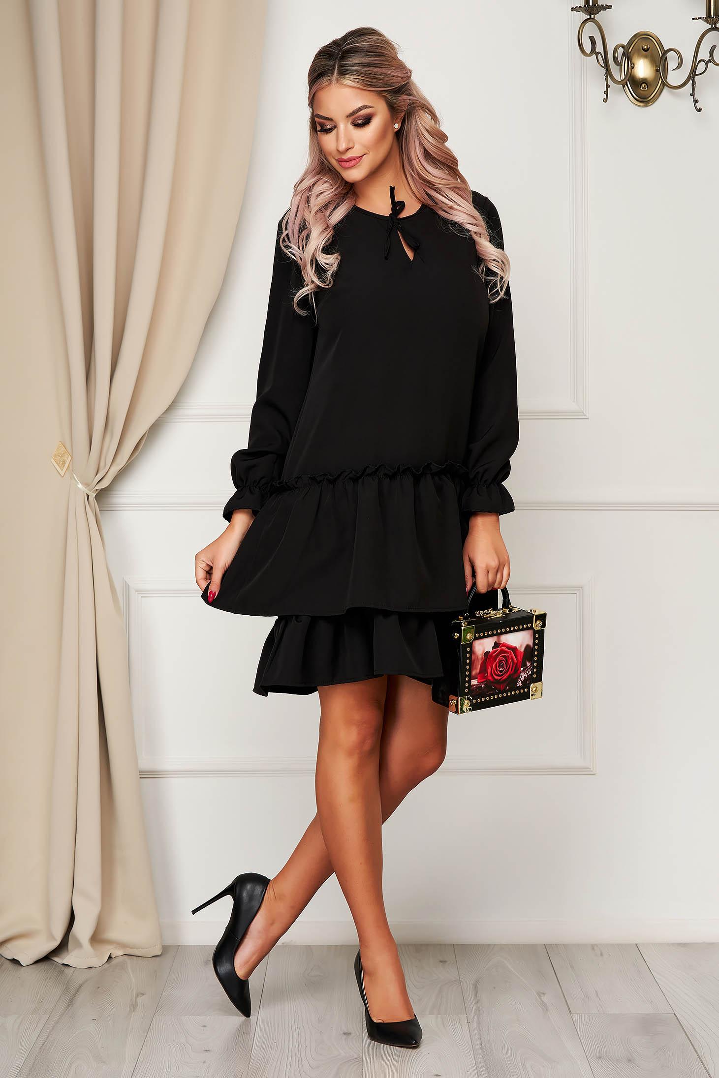 Fekete StarShinerS hétköznapi bő szabású ruha enyhén rugalmas anyagból fodrokkal a ruha alján