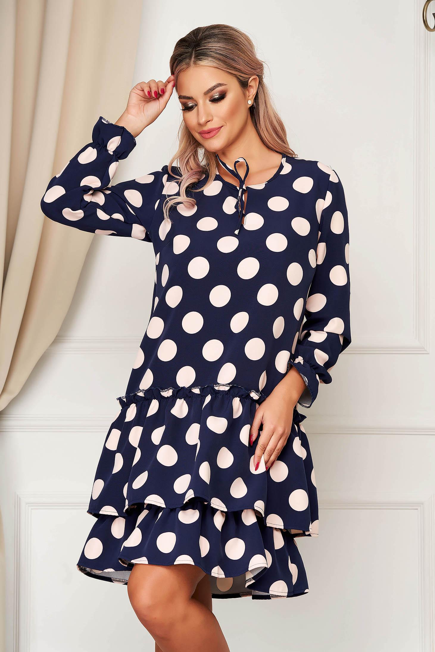 Rochie StarShinerS albastru-inchis de zi cu croi larg cu volanase la baza rochiei din material usor elastic cu buline