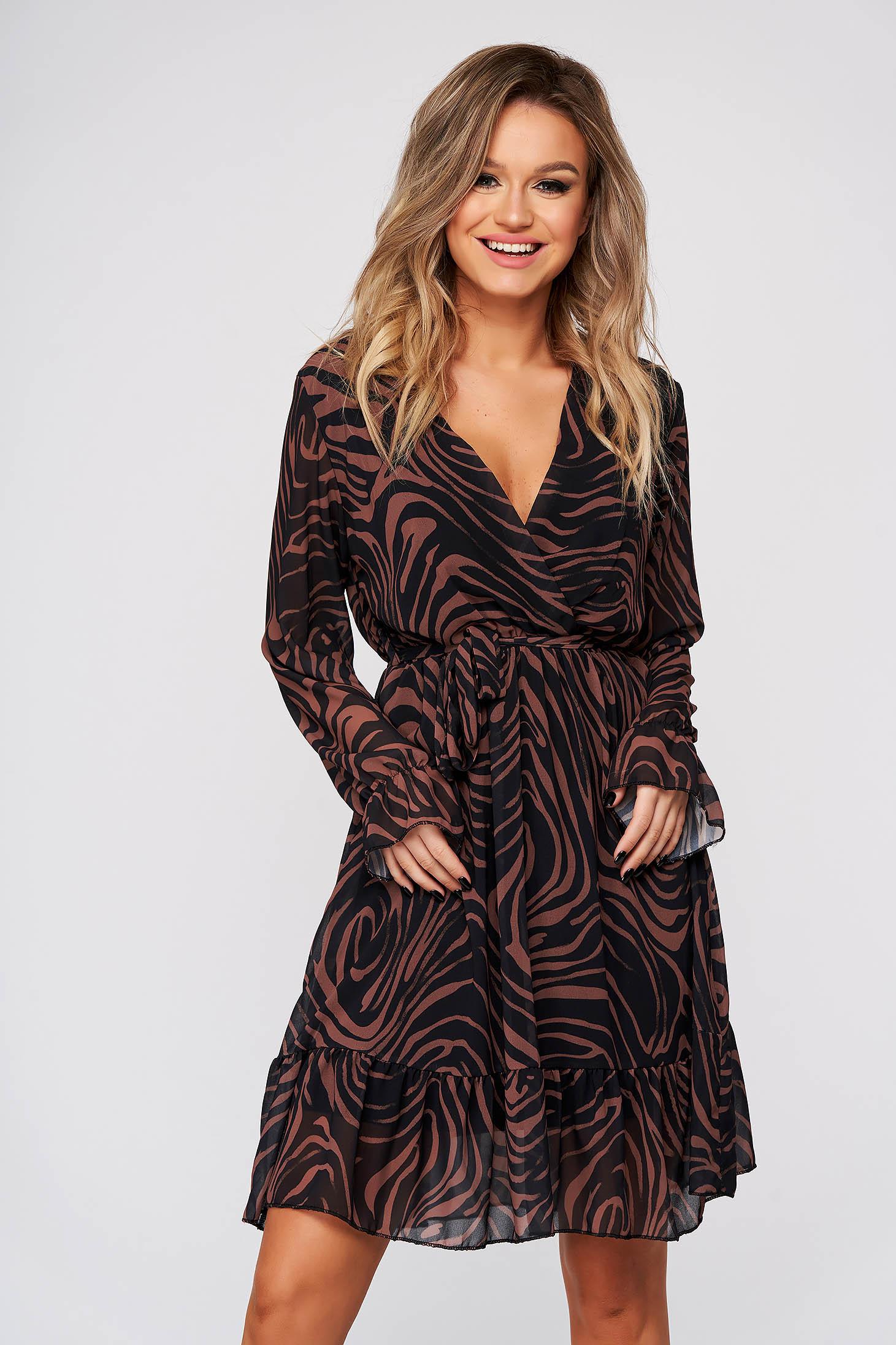 Barna hétköznapi ruha harang alakú gumirozott derékrésszel v-dekoltázzsal állatmintás muszlin anyag