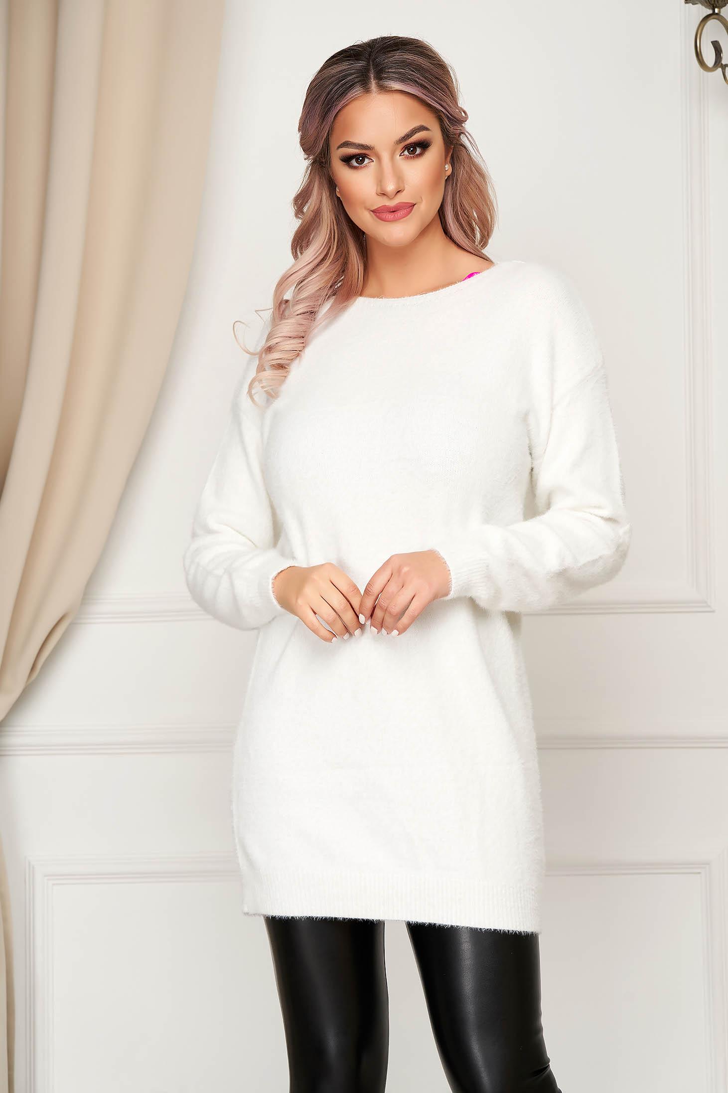Pulover SunShine alb cu croi larg cu decolteu in v cu aplicatii de dantela din material tricotat