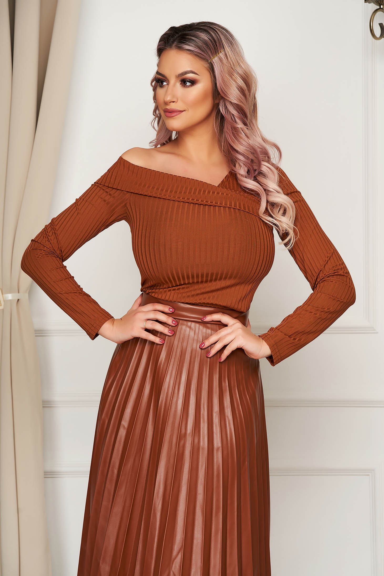 Casual barna női blúz szűk szabású