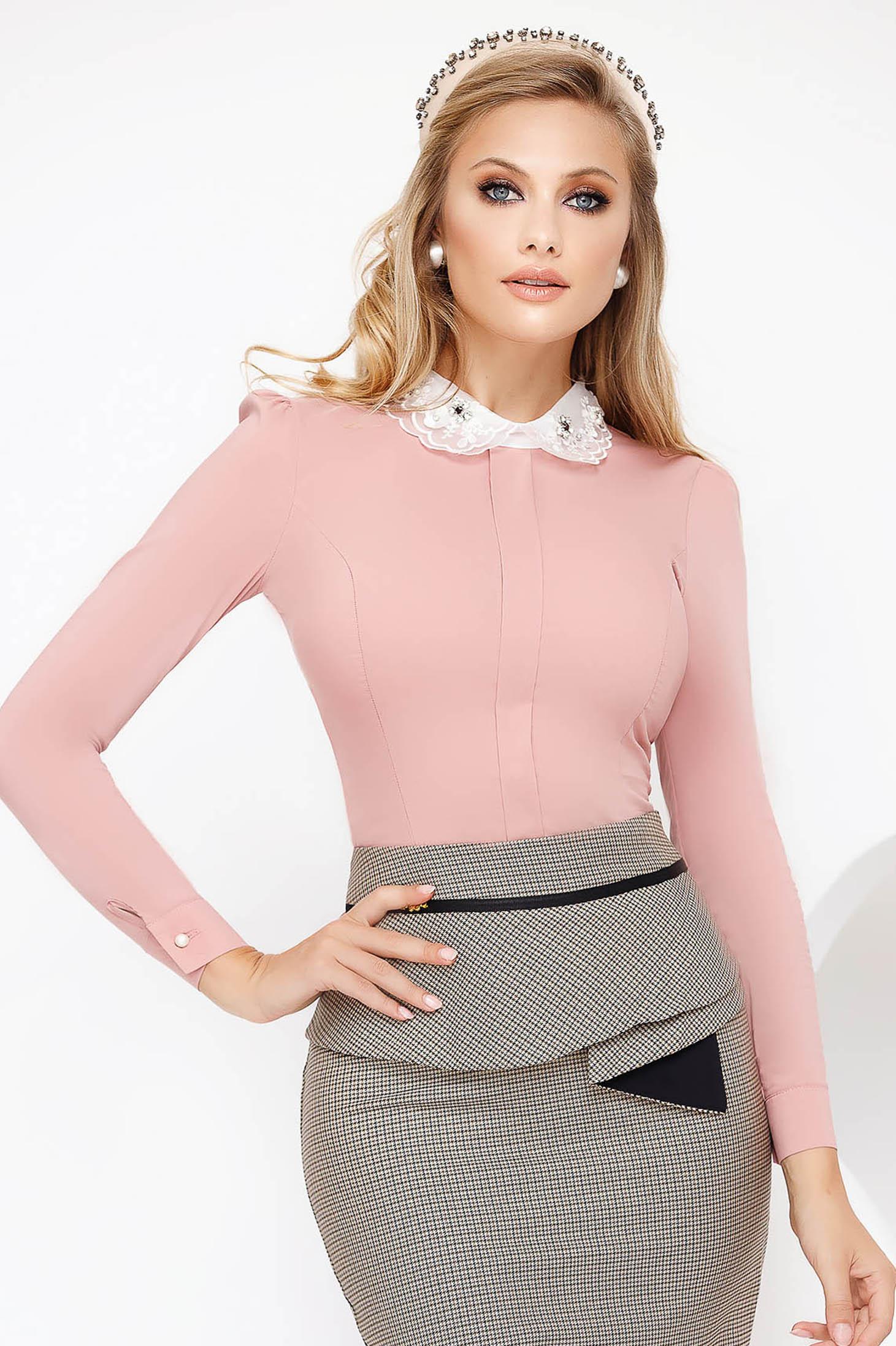 Camasa dama Fofy roz deschis office cu un croi mulat din bumbac usor elastic cu guler cu aplicatii cu pietre strass