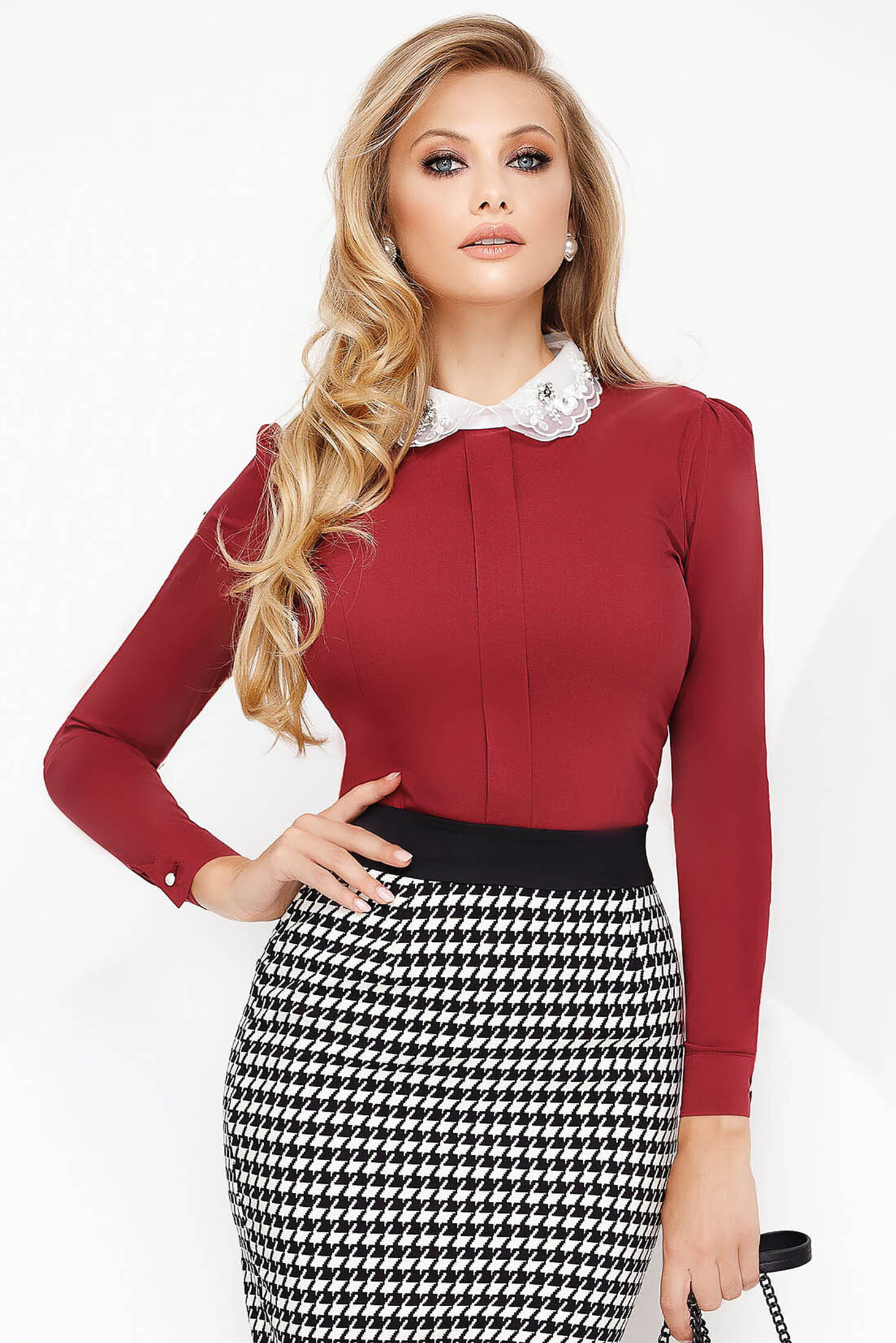 Burgundy irodai szűk szabású női ing enyhén elasztikus pamut gallérja strassz köves díszítéssel