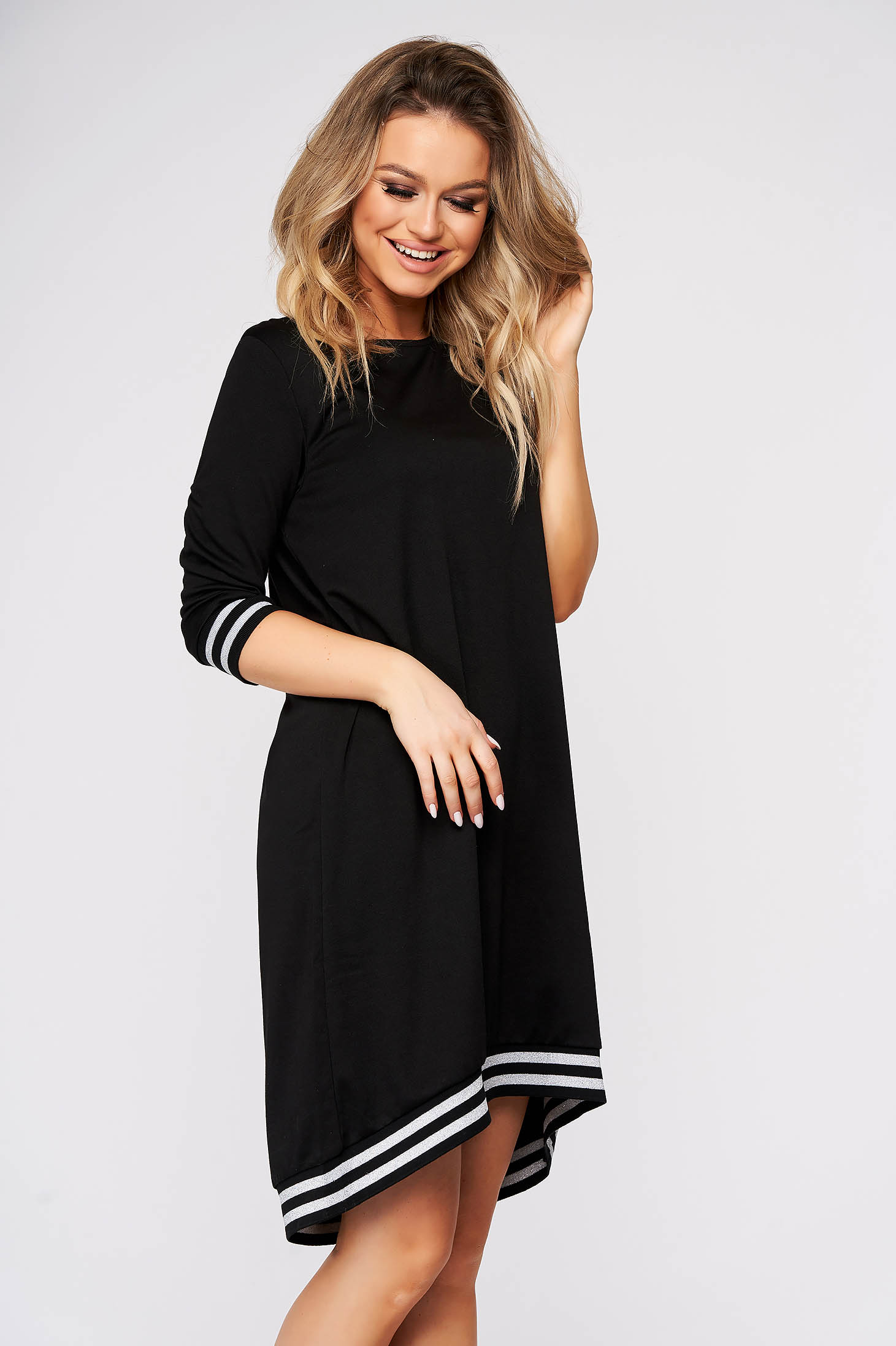 Fekete casual aszimetrikus bő szabású ruha háromnegyedes ujjakkal