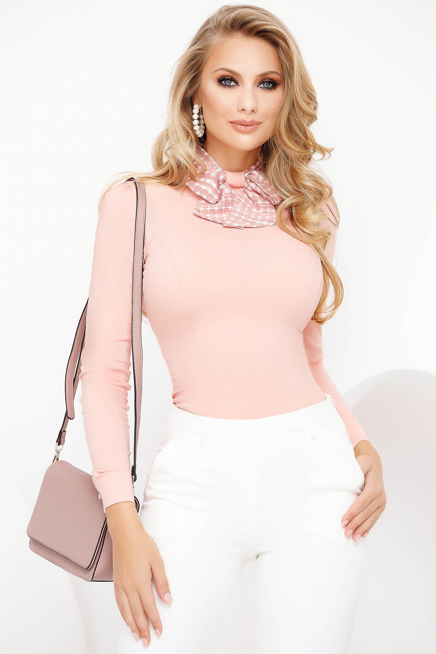 Világos rózsaszínű magas nyakú szűk szabású irodai női ing pamutból készült
