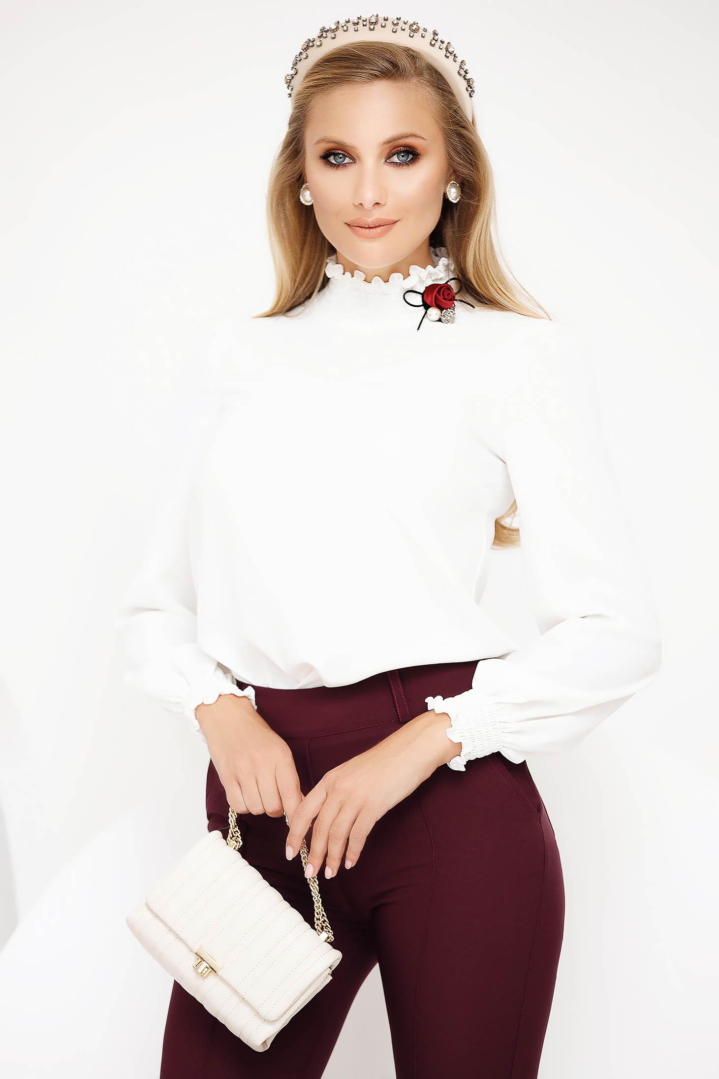 Bluza dama Fofy alba office pe gat din material subtire cu maneci lungi si volanase