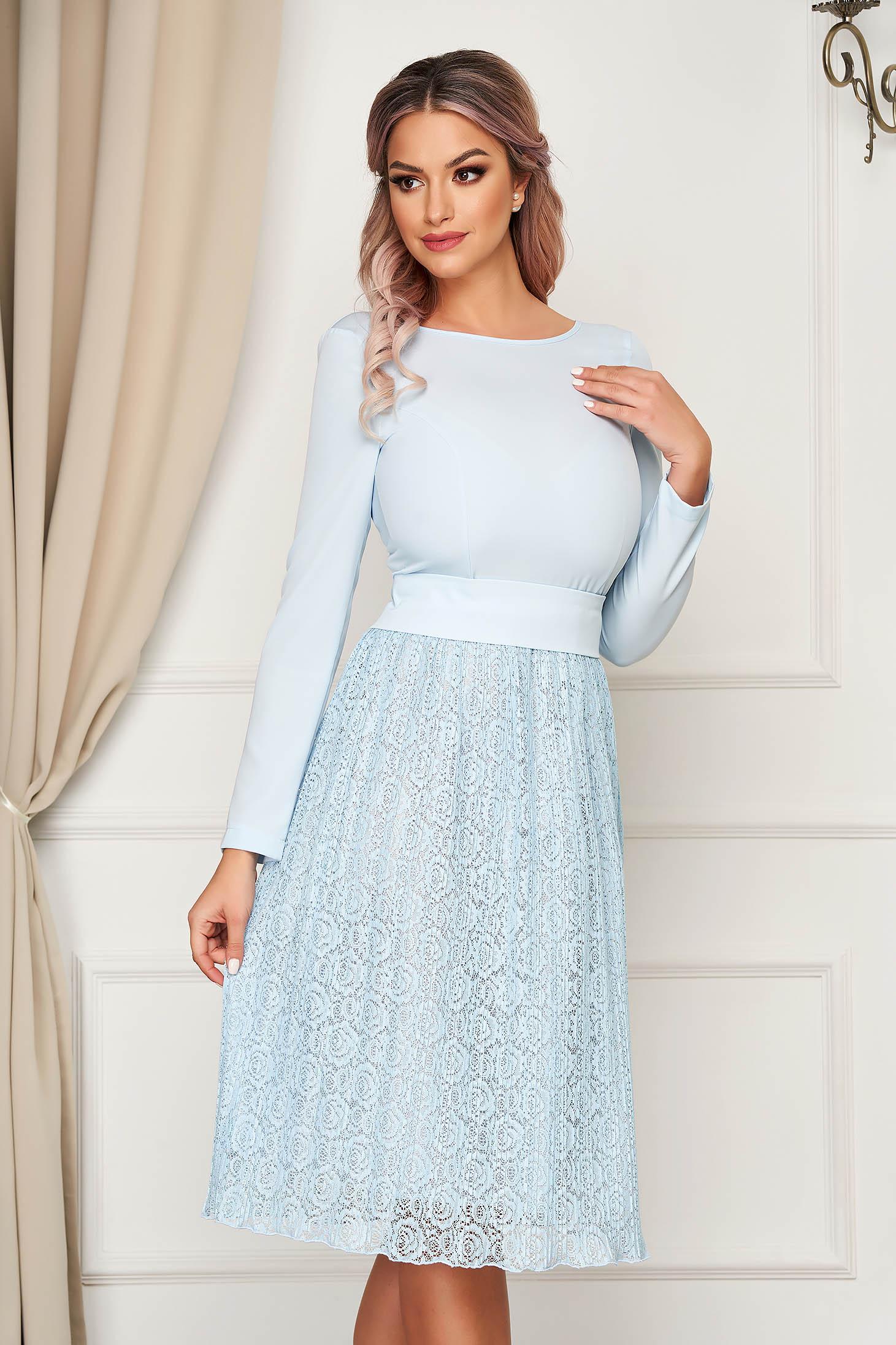 Rochie StarShinerS albastru-deschis eleganta midi in clos din dantela cu spatele decupat