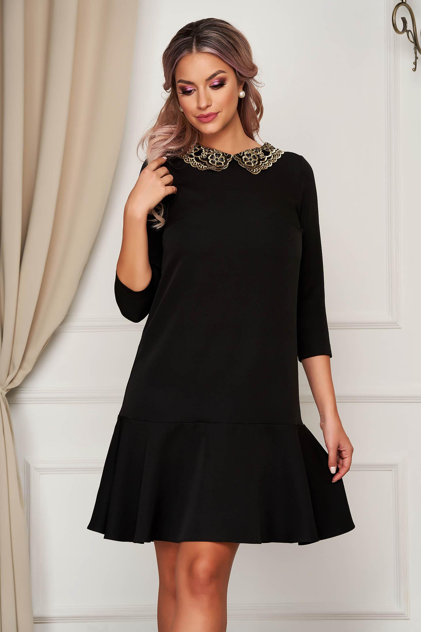 Rochie StarShinerS neagra eleganta cu croi larg din stofa usor elastica cu guler cu insertii de broderie