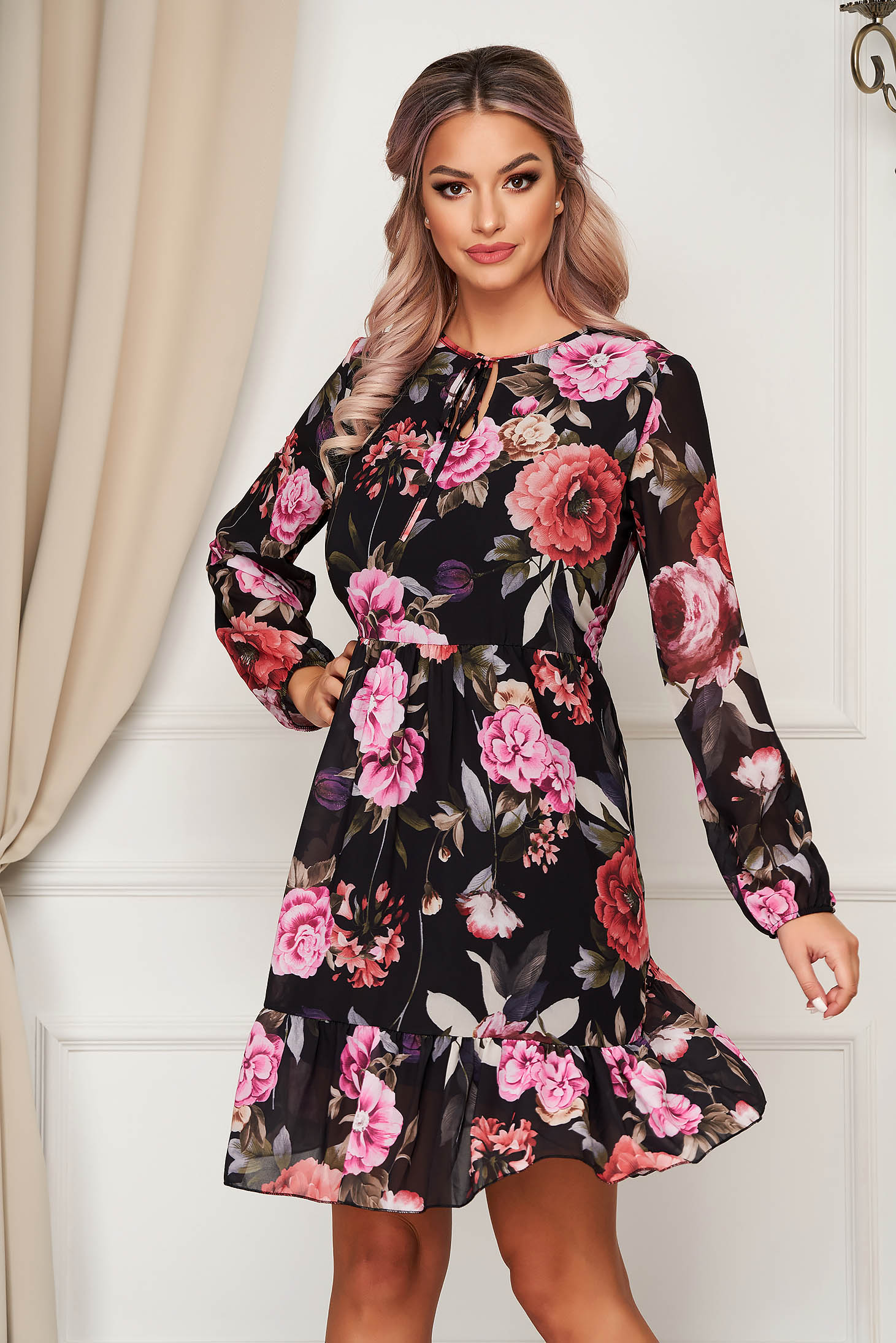 Dress short cut daily from veil fabric flared with floral prints