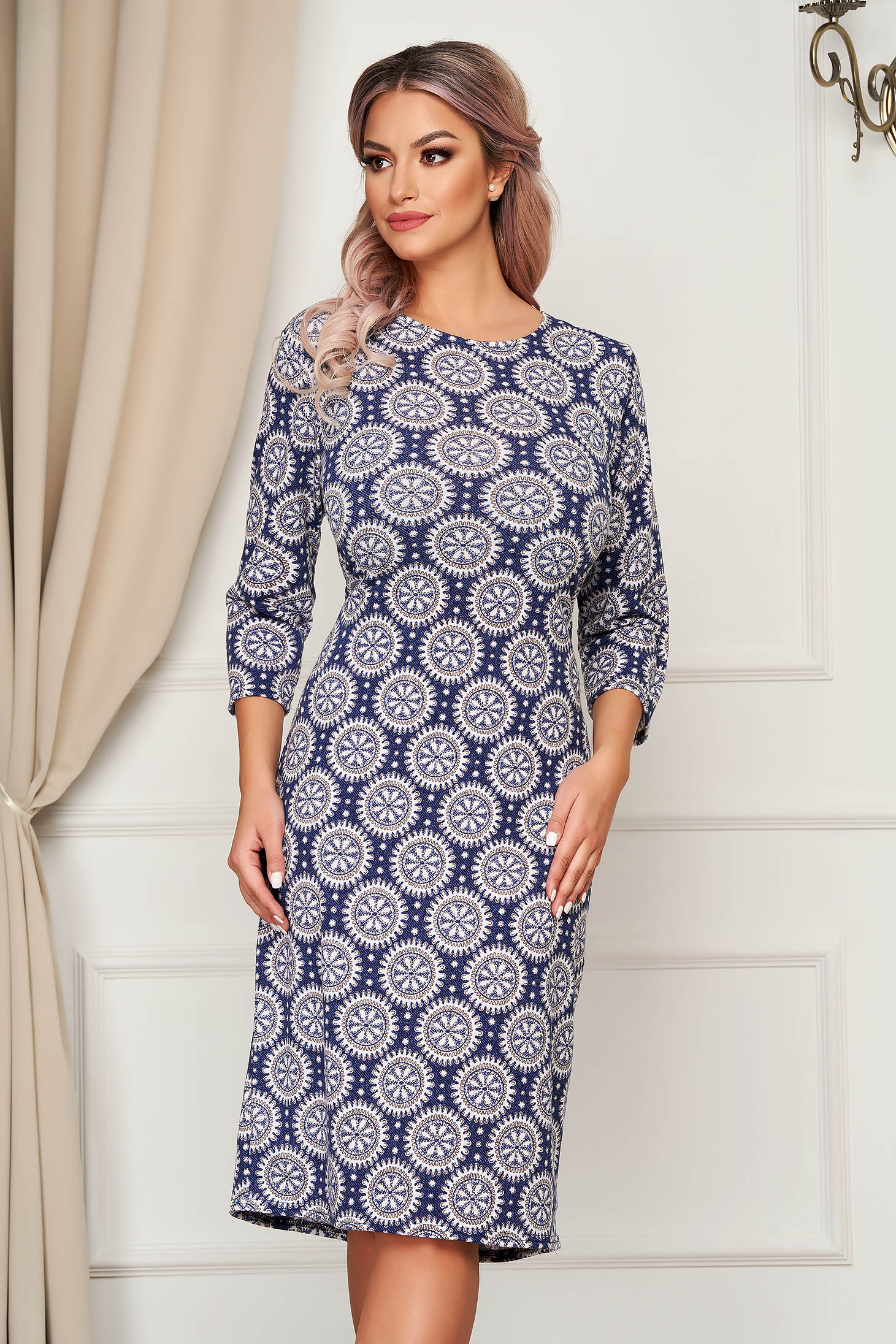 Rochie Lady Pandora albastra midi tricotata de zi cu maneci trei-sferturi cu un croi drept