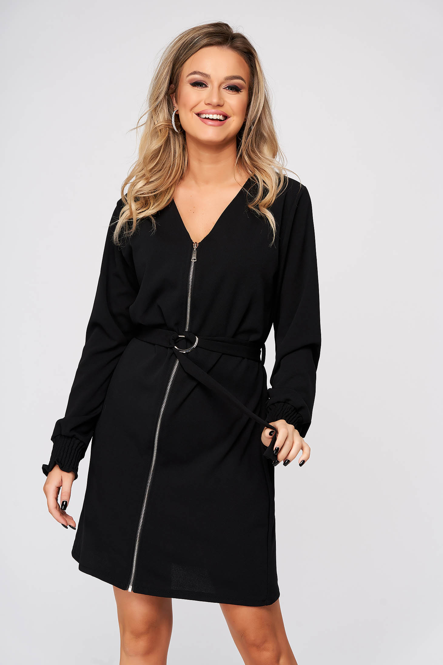 Black dress daily straight with v-neckline accessorized with tied waistband