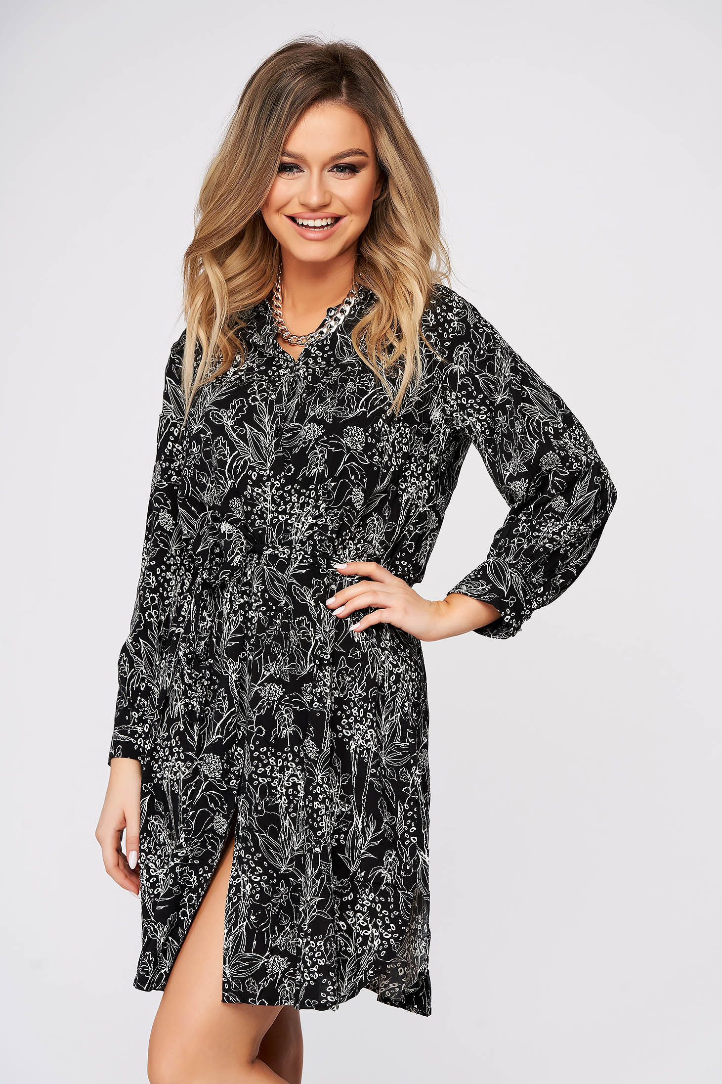 Dress cloche with v-neckline airy fabric