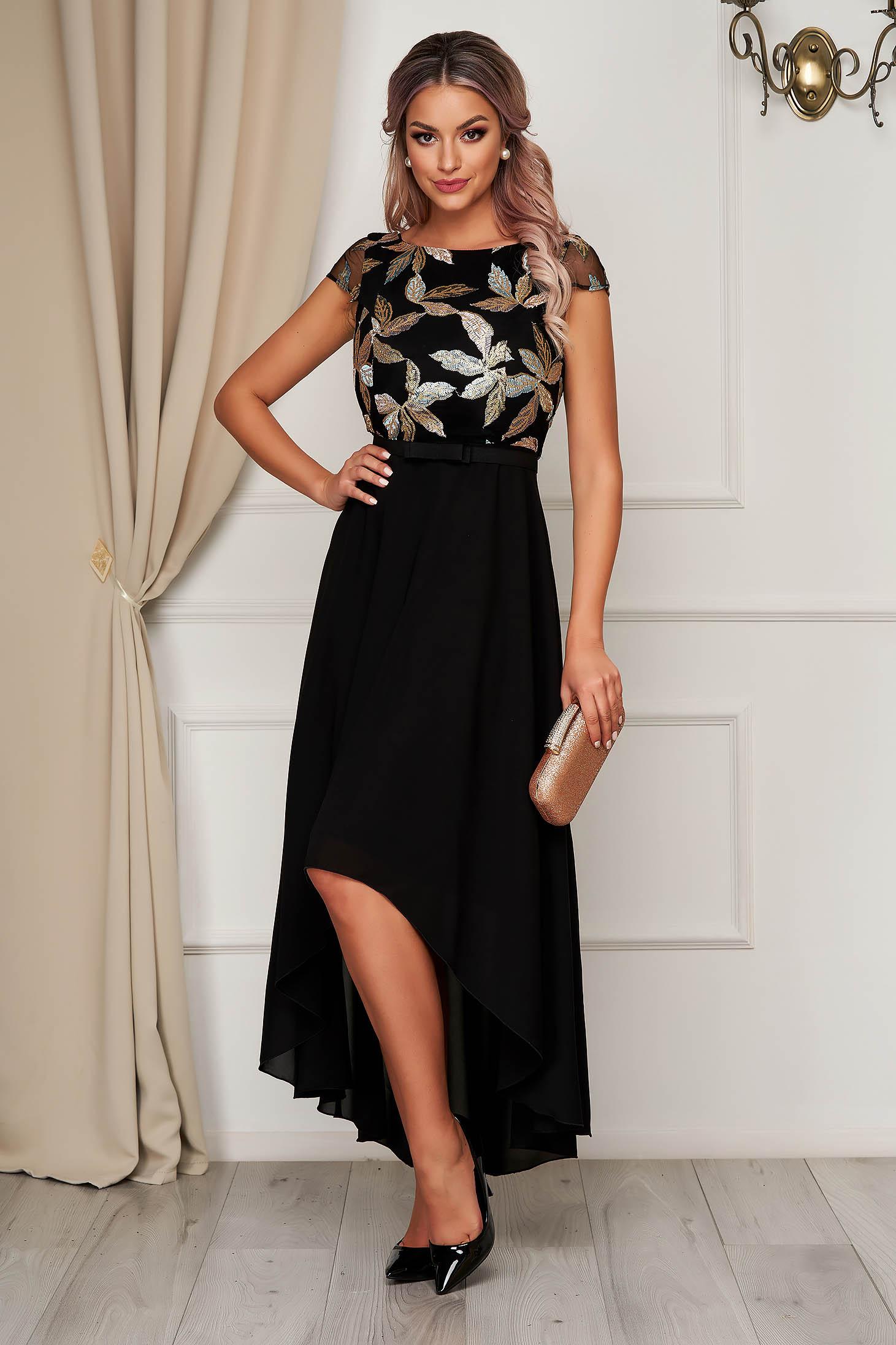 Fekete StarShinerS deréktól bővülő szabású asszimmetrikus alkalmi ruha virágos hímzés