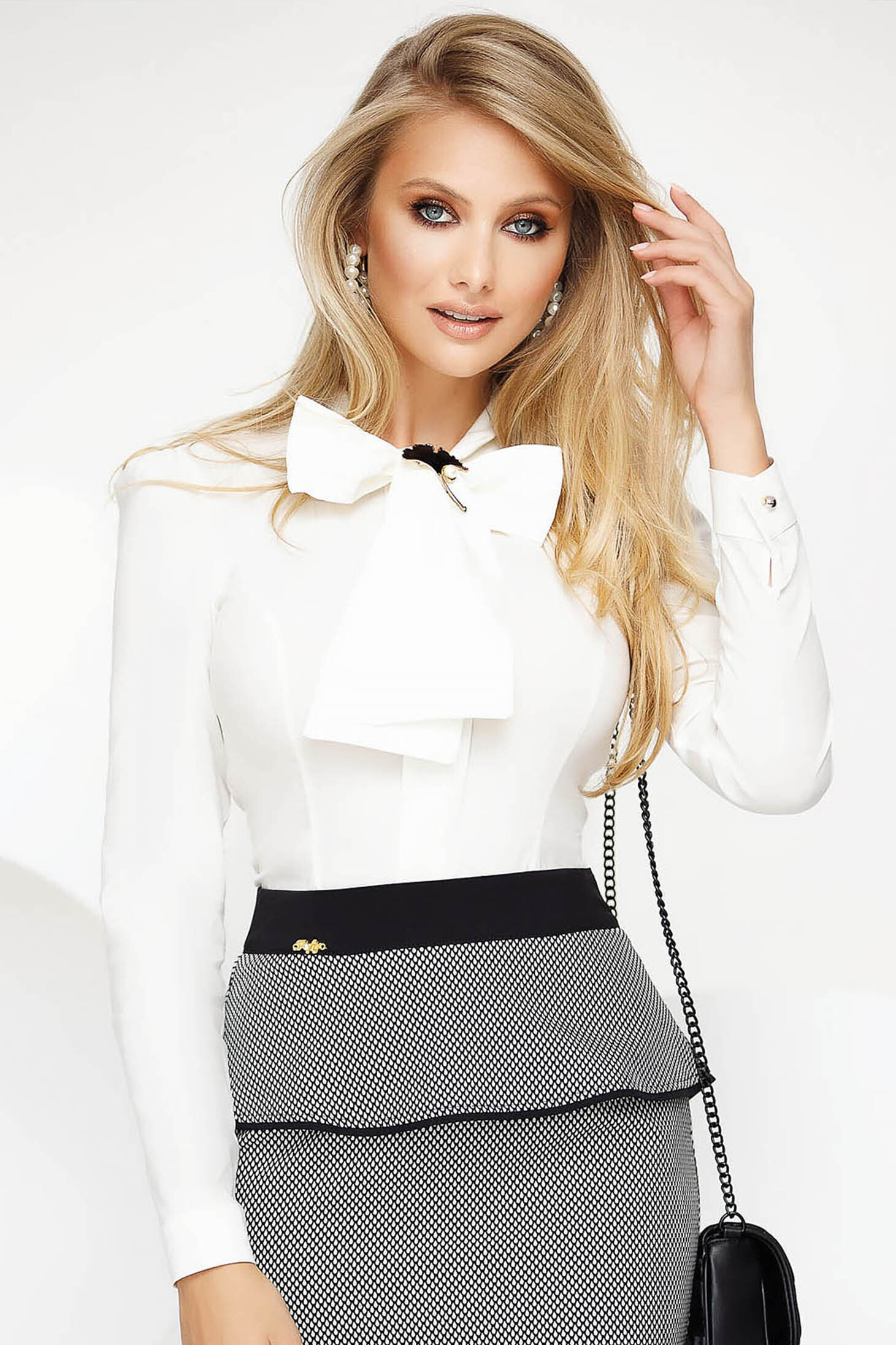 Camasa dama Fofy alba office din bumbac usor elastic cu un croi mulat si fundita
