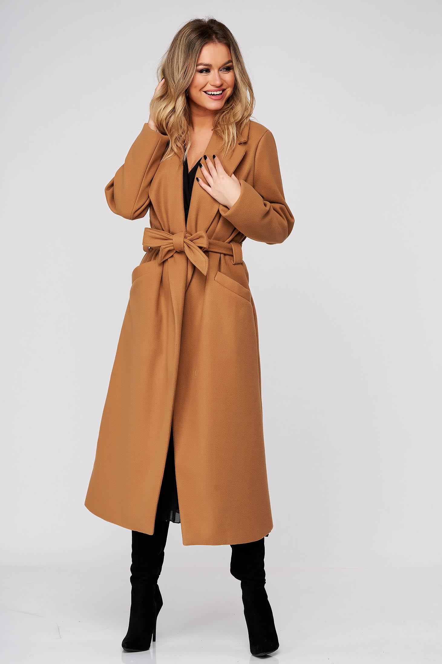 Palton SunShine maro elegant cu un croi drept din stofa neelastica accesorizat cu cordon