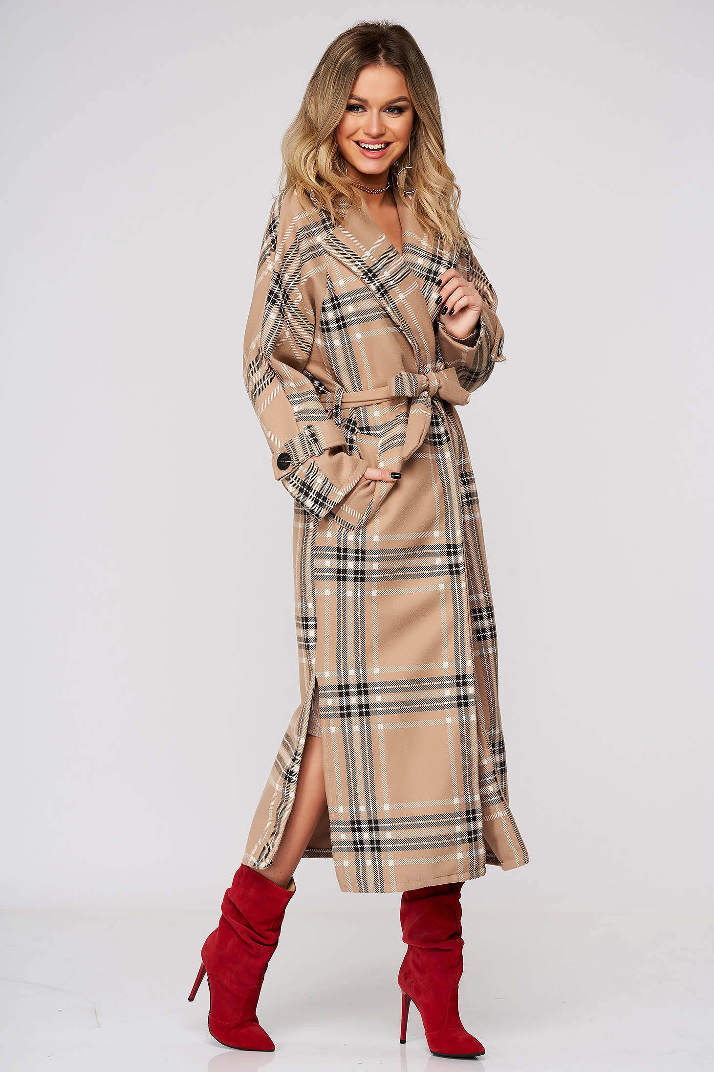 Cappuccino coat long with straight cut accessorized with tied waistband from non elastic fabric with chequers