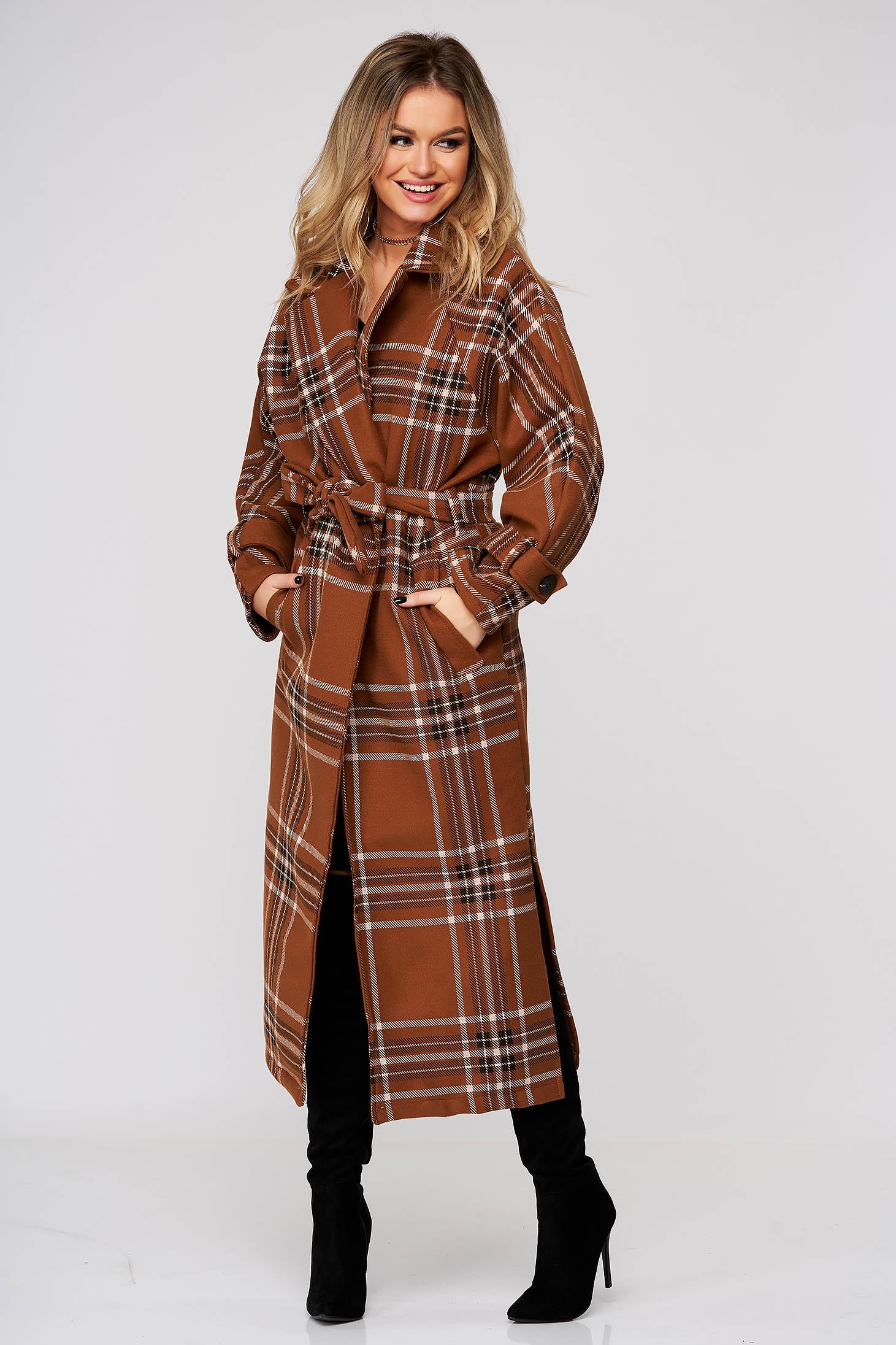 Palton SunShine maro lung cu un croi drept accesorizat cu cordon din stofa neelastica in carouri
