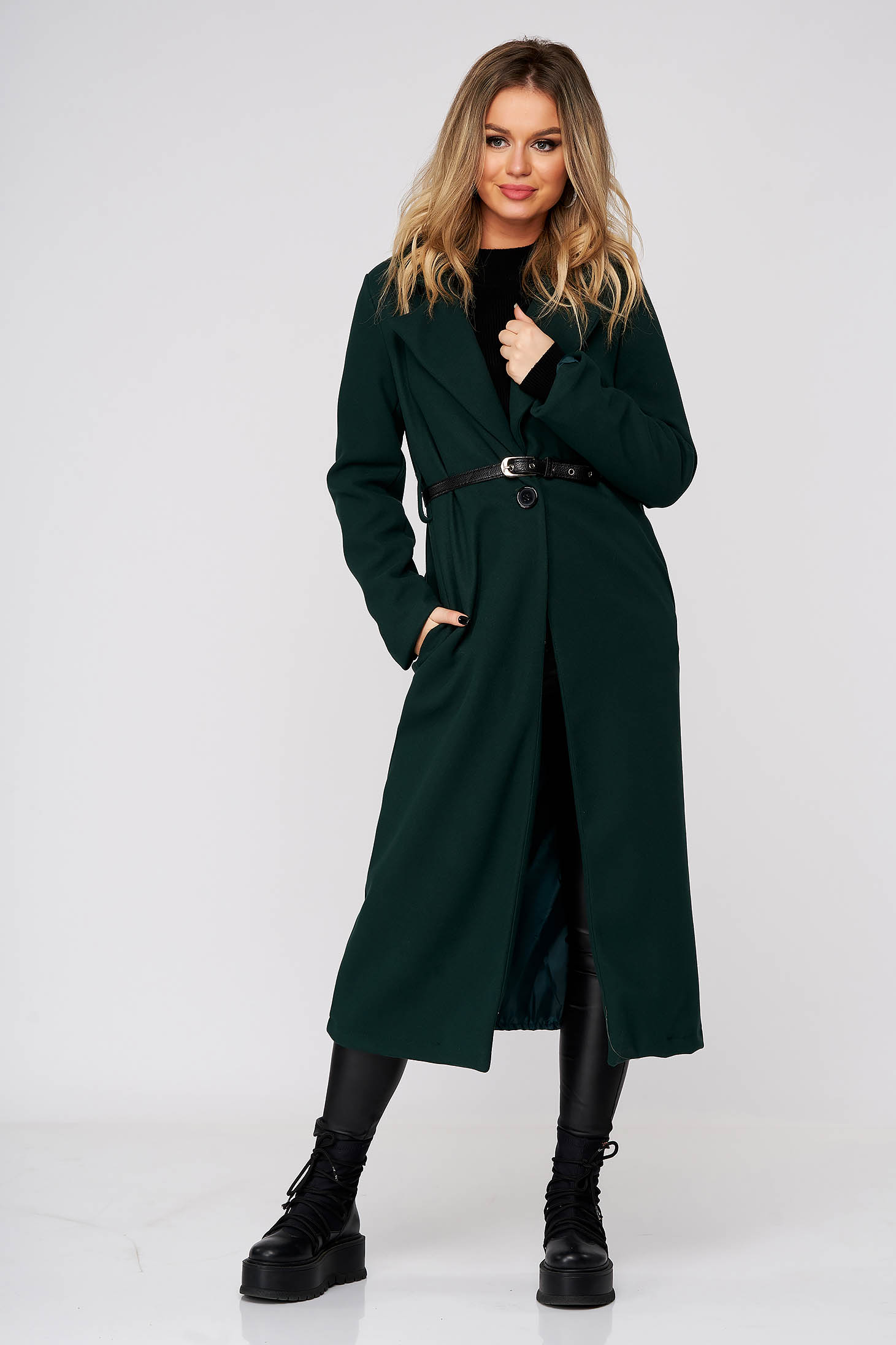 Green coat long straight cloth with pockets accessorized with belt